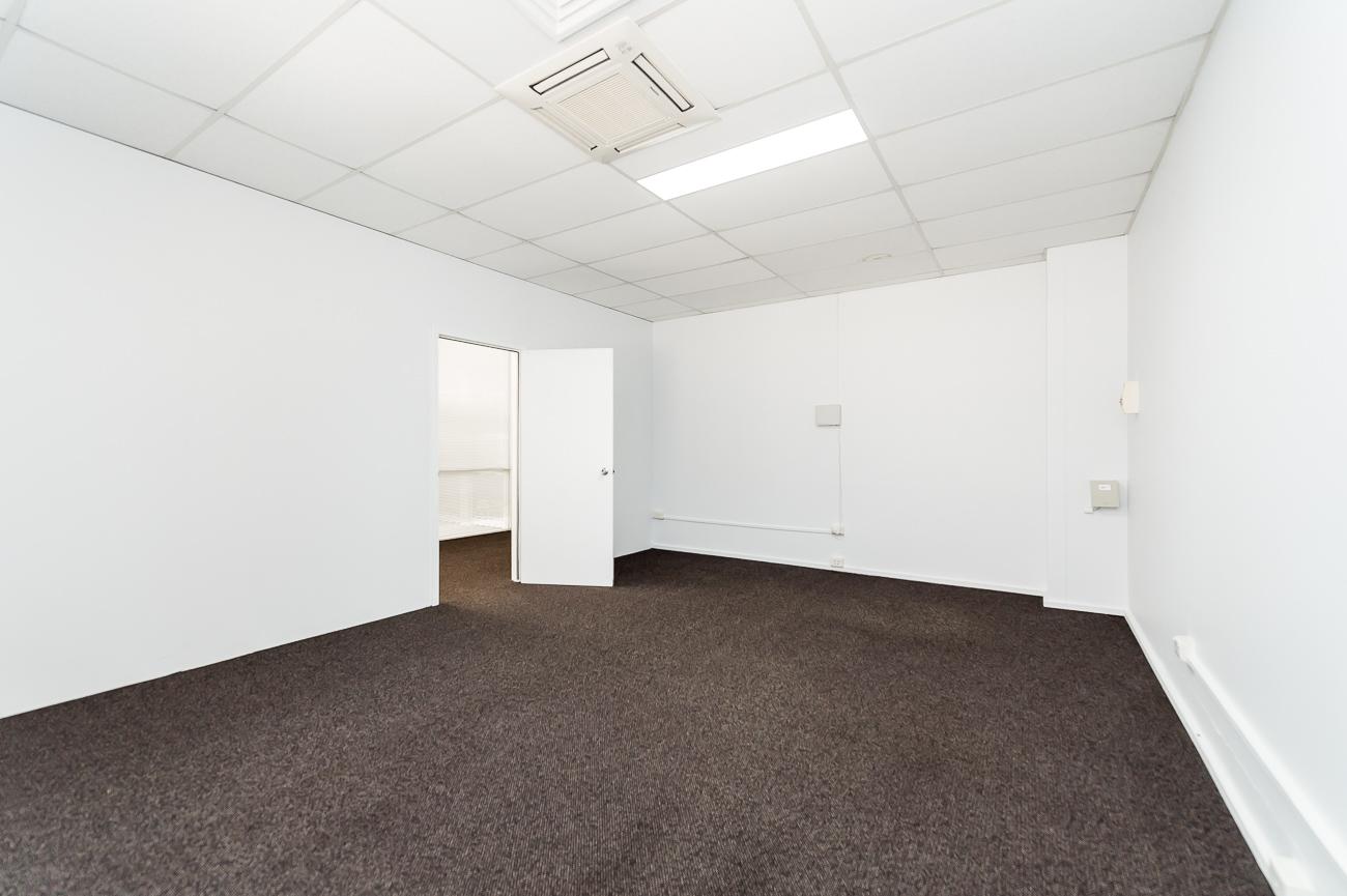 https://propertyphotos.vaultre.com.au/835/29709656__1622001137-20430-Address-90.jpg