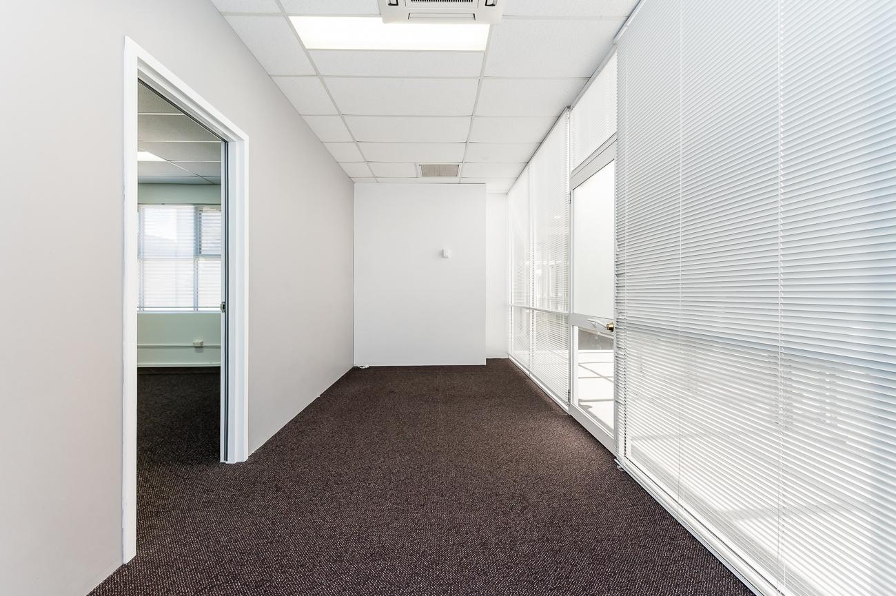 https://propertyphotos.vaultre.com.au/835/29709659__1622001143-12595-Address-87.jpg