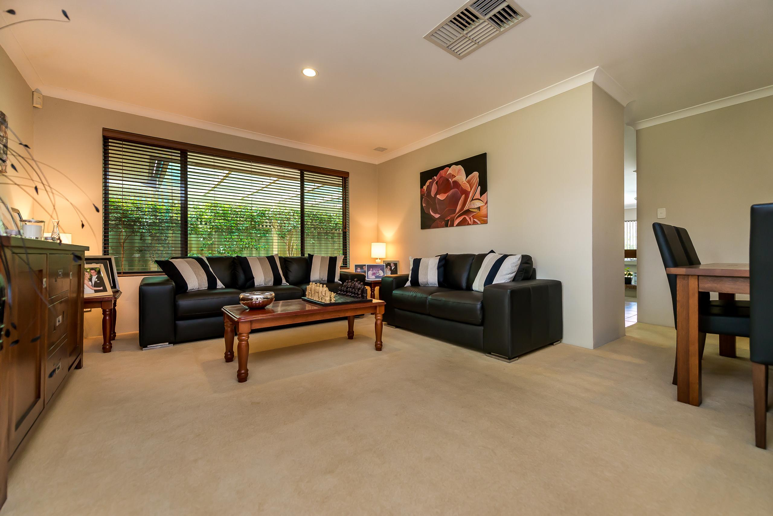 https://propertyphotos.vaultre.com.au/835/2984965__1573183019-18836-12StuartCourtBateman-5.jpg