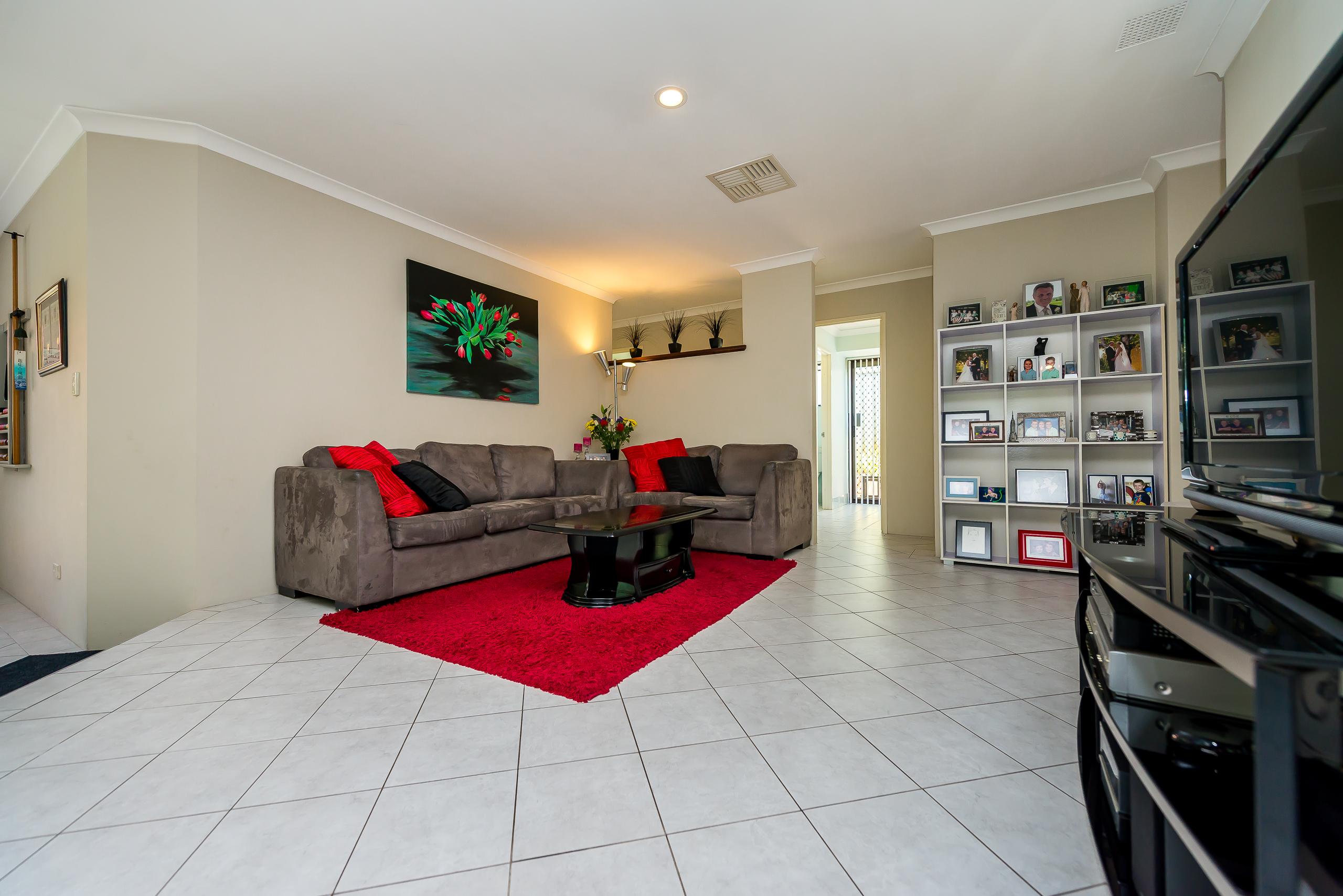 https://propertyphotos.vaultre.com.au/835/2984971__1573183164-18905-12StuartCourtBateman-11.jpg