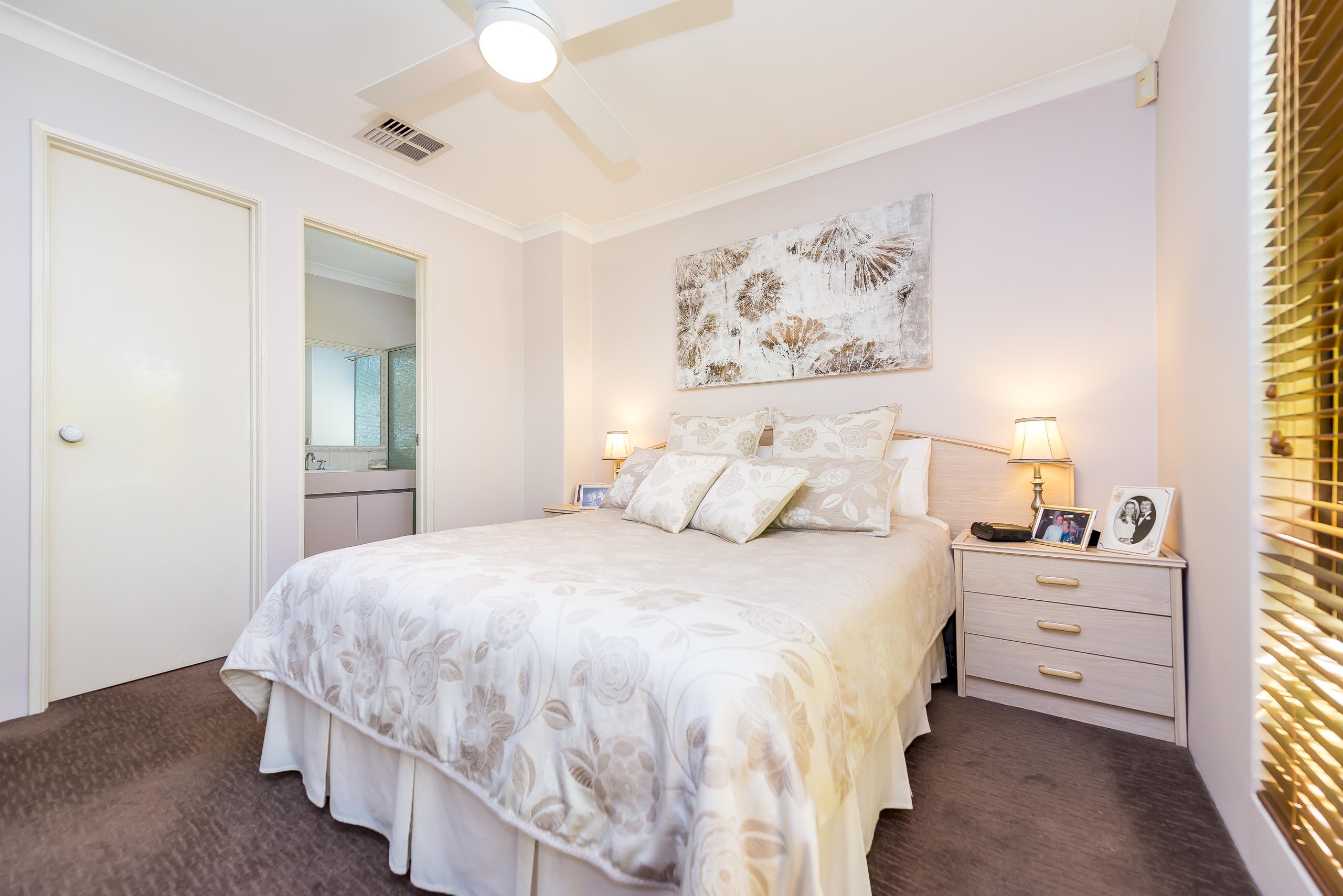 https://propertyphotos.vaultre.com.au/835/2984982__1573183206-18930-12StuartCourtBateman-13.jpg