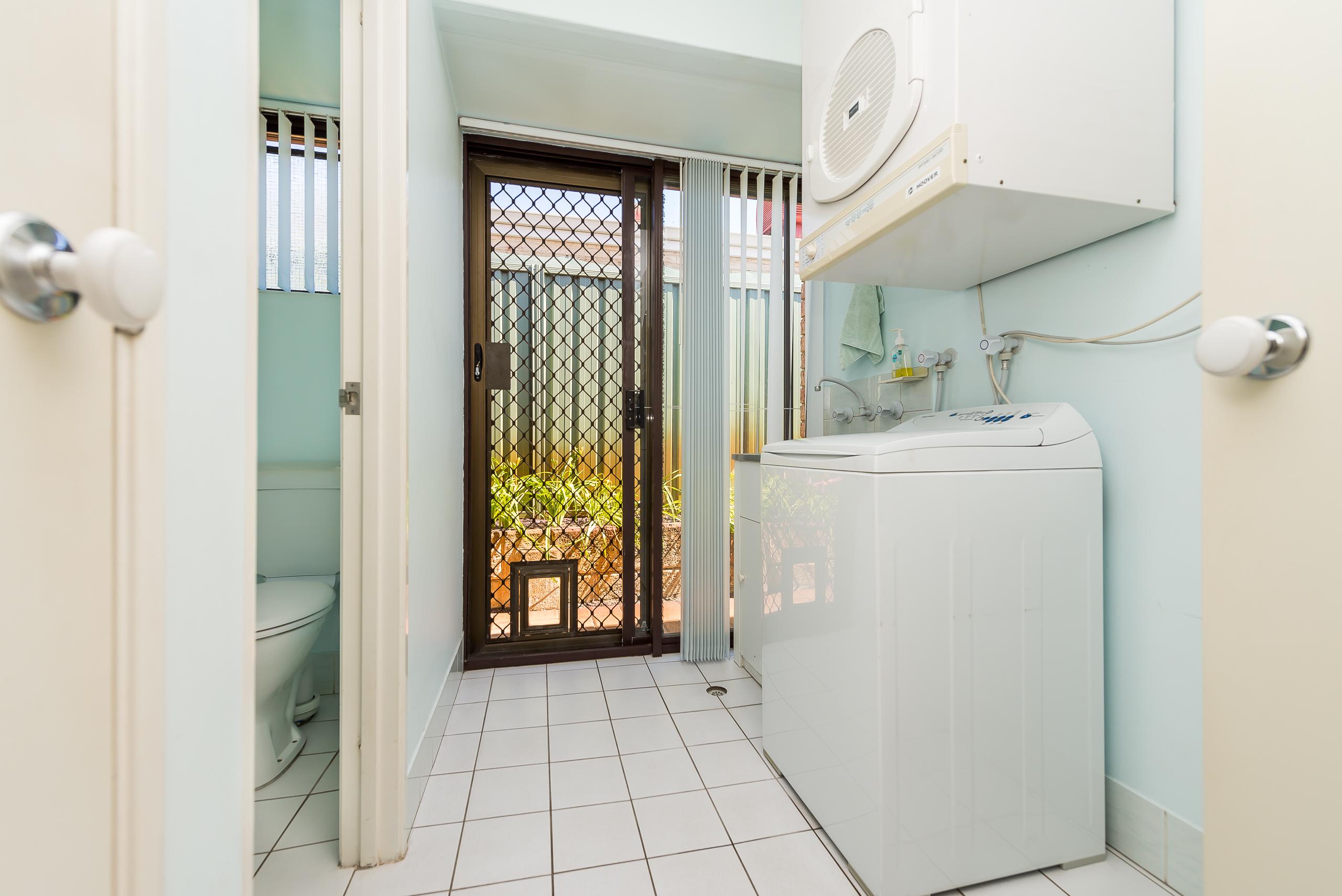 https://propertyphotos.vaultre.com.au/835/2985005__1573183344-19084-12StuartCourtBateman-20.jpg