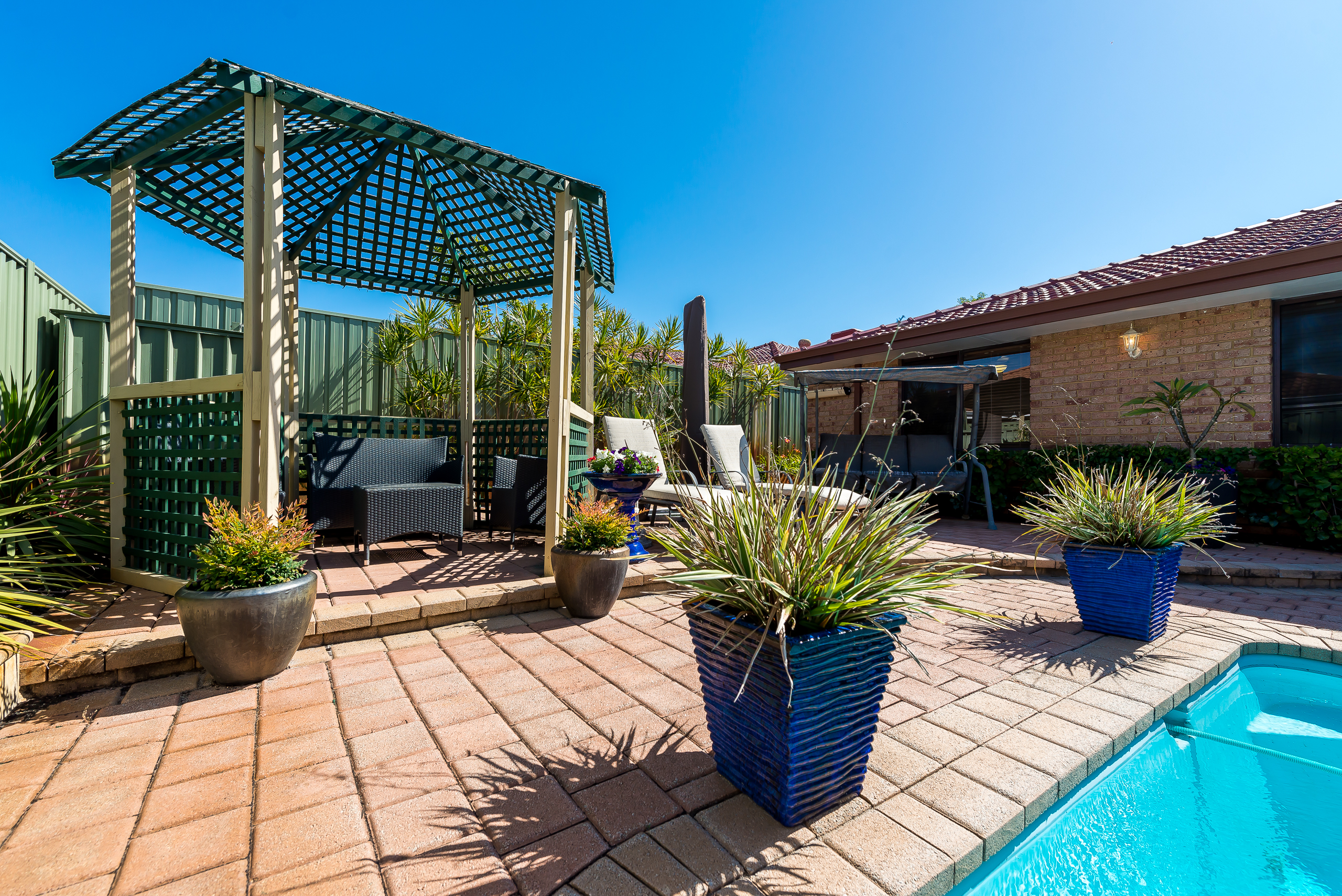 https://propertyphotos.vaultre.com.au/835/2985021__1573183554-19221-12StuartCourtBateman-25.jpg