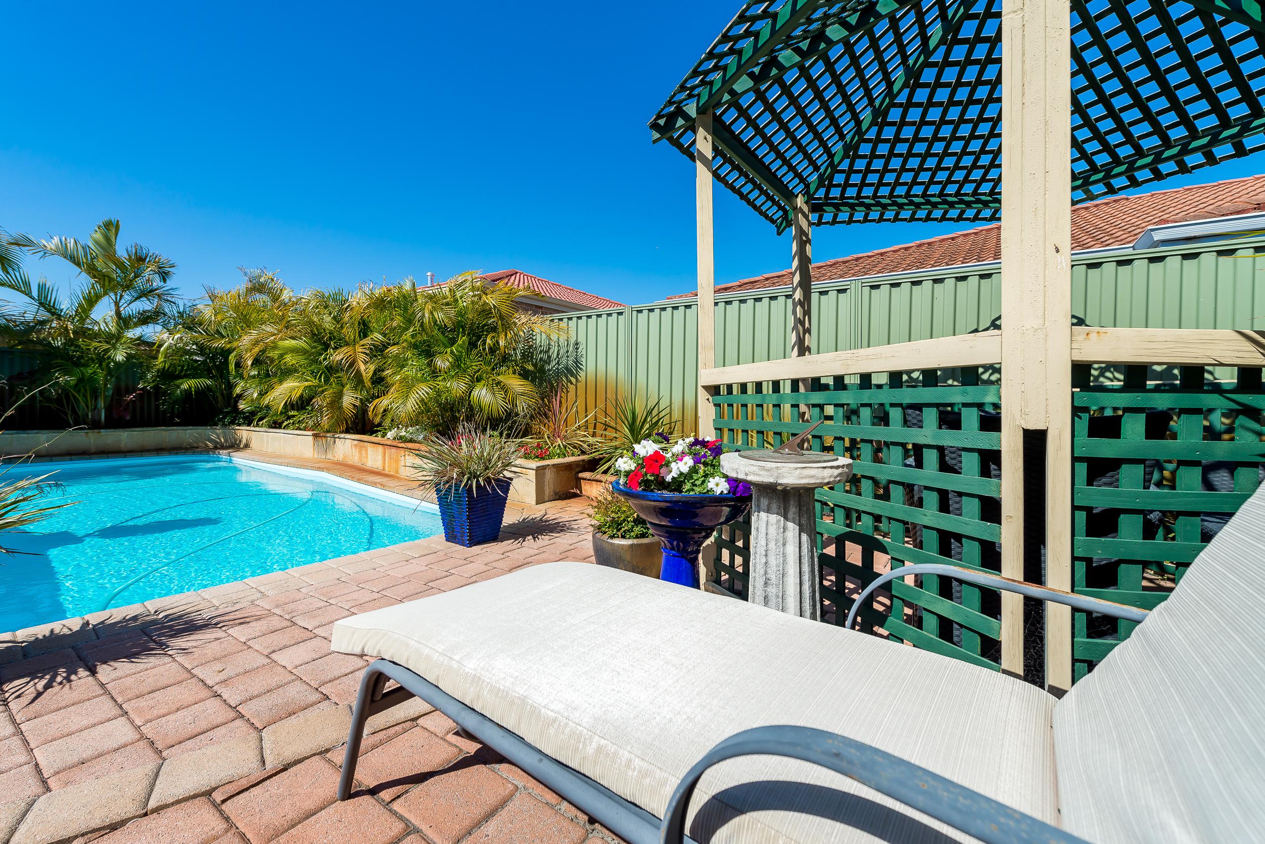 https://propertyphotos.vaultre.com.au/835/2985024__1573183597-19237-12StuartCourtBateman-26.jpg