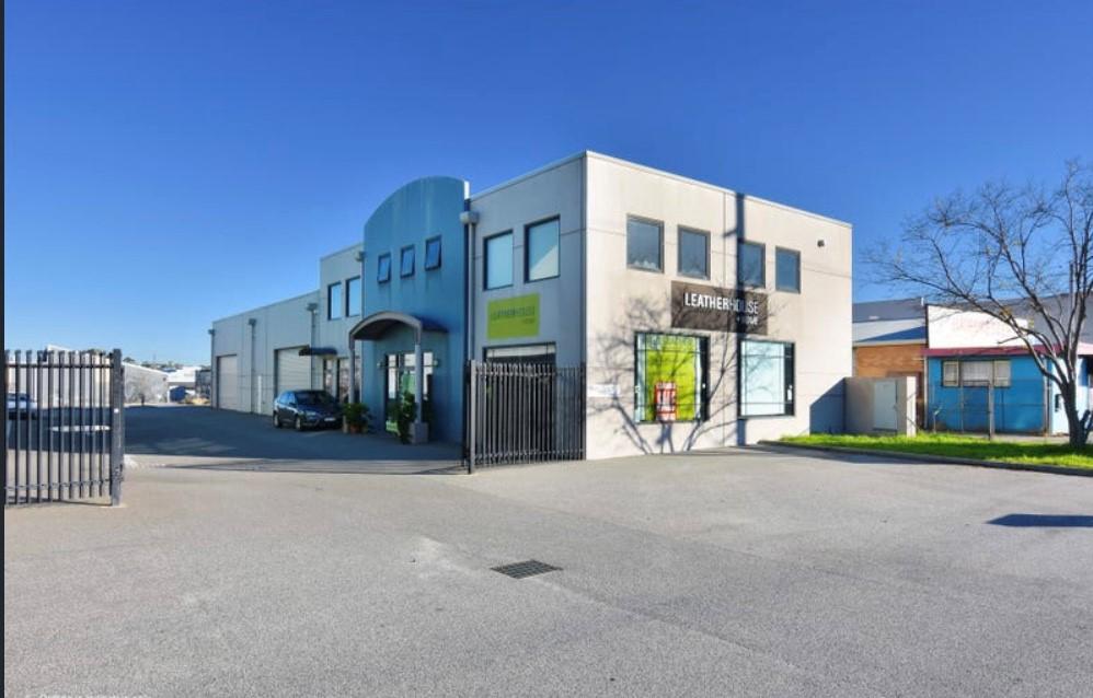 https://propertyphotos.vaultre.com.au/835/30668720__1623114188-11061-2.jpg