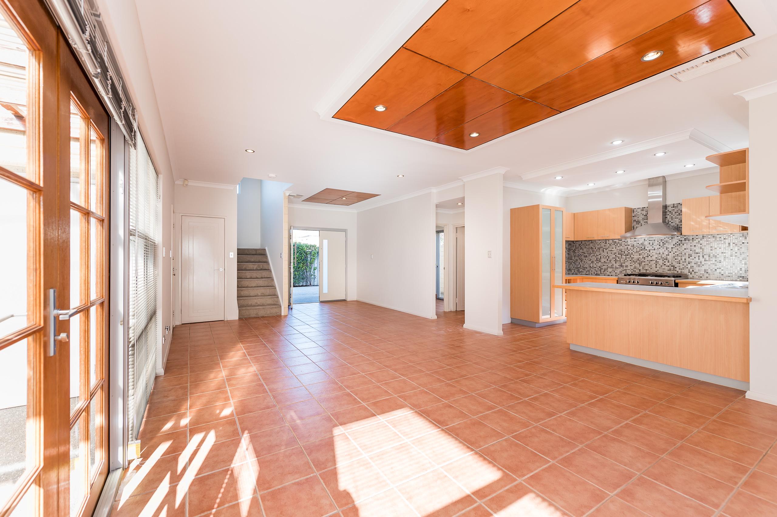 https://propertyphotos.vaultre.com.au/835/32633838__1623979960-28899-144BSurreyRdRivervale-4.jpg