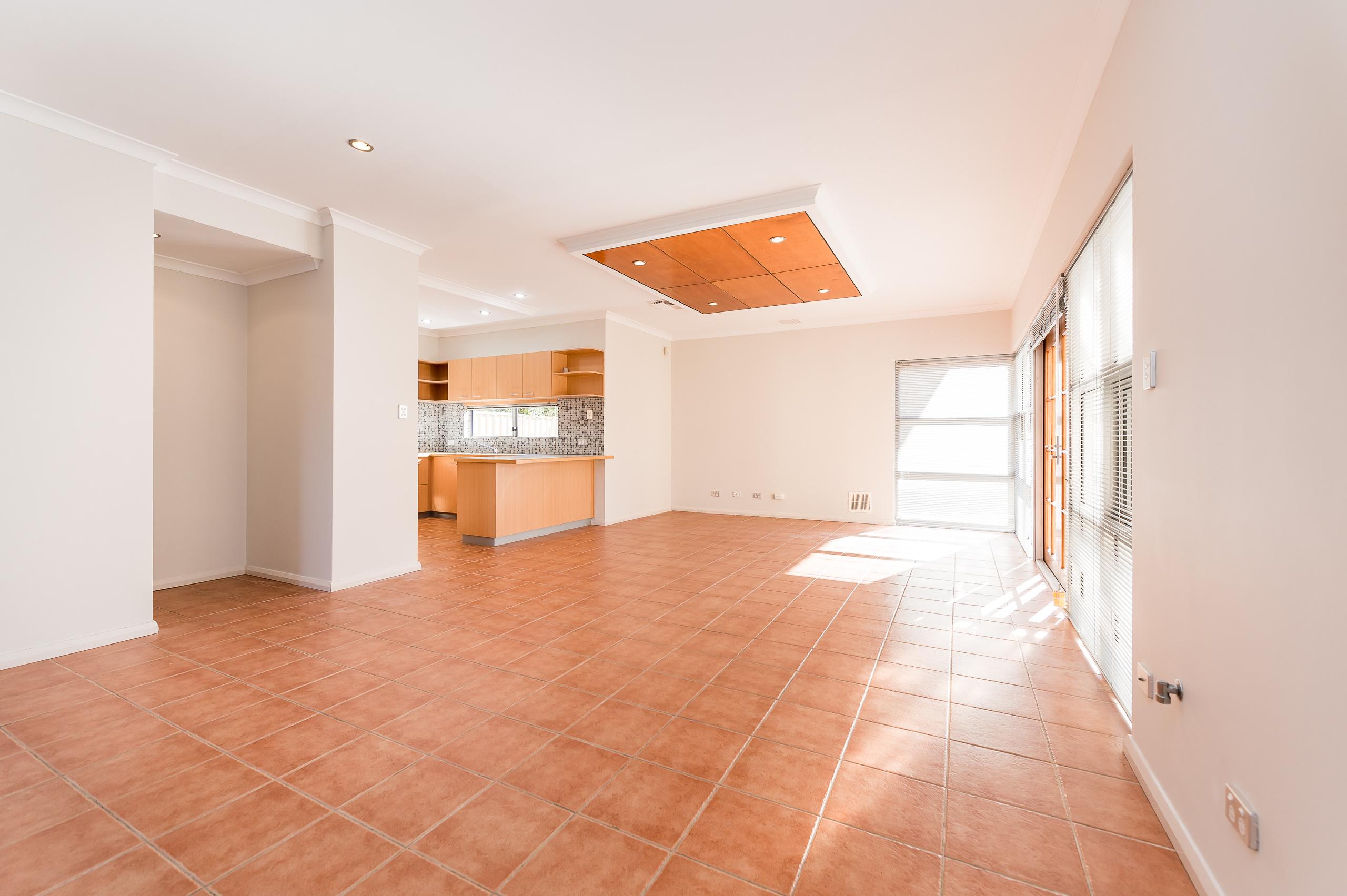 https://propertyphotos.vaultre.com.au/835/32633845__1623979972-28904-144BSurreyRdRivervale-5.jpg
