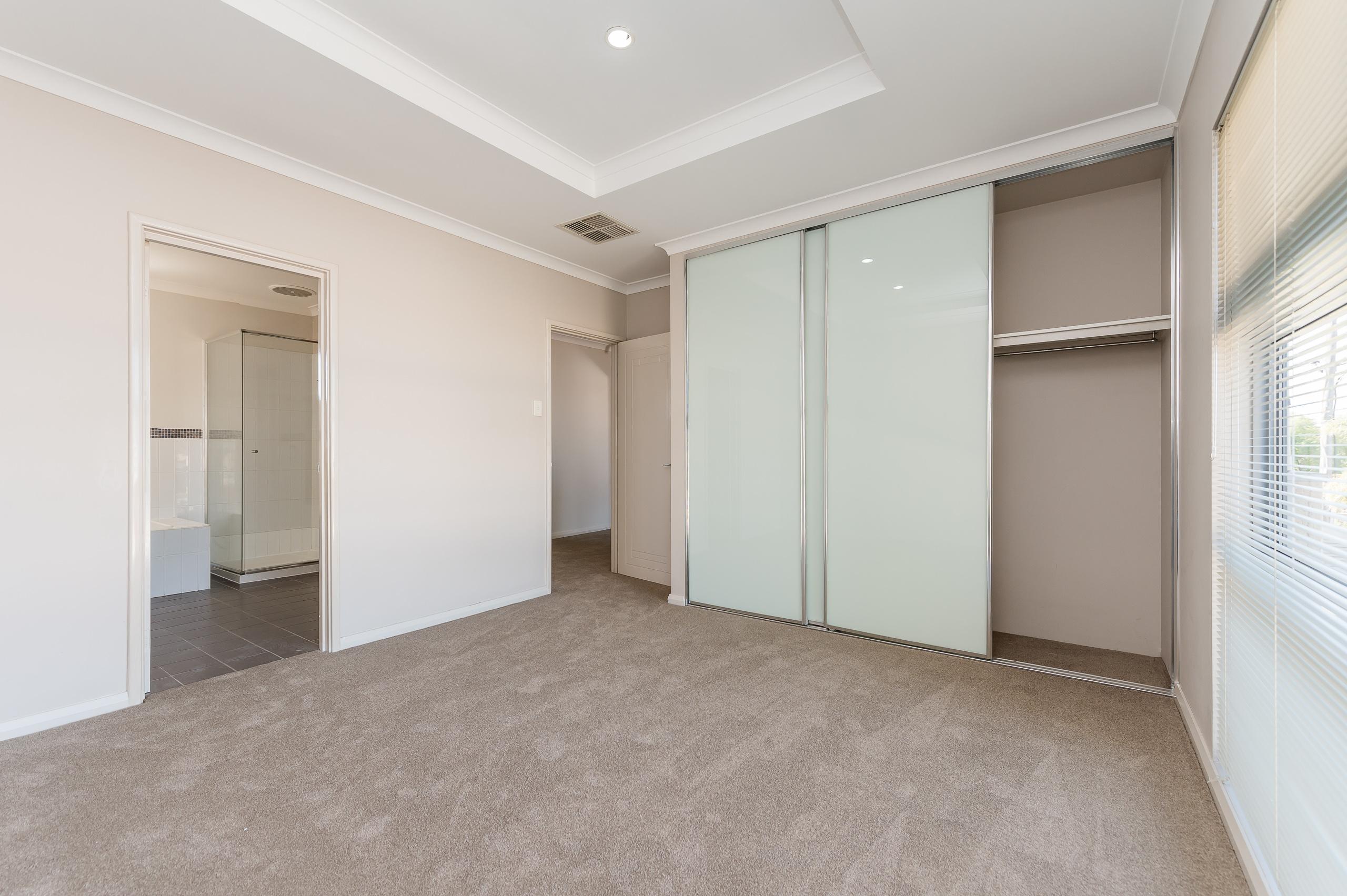 https://propertyphotos.vaultre.com.au/835/32633861__1623980011-28929-144BSurreyRdRivervale-8.jpg