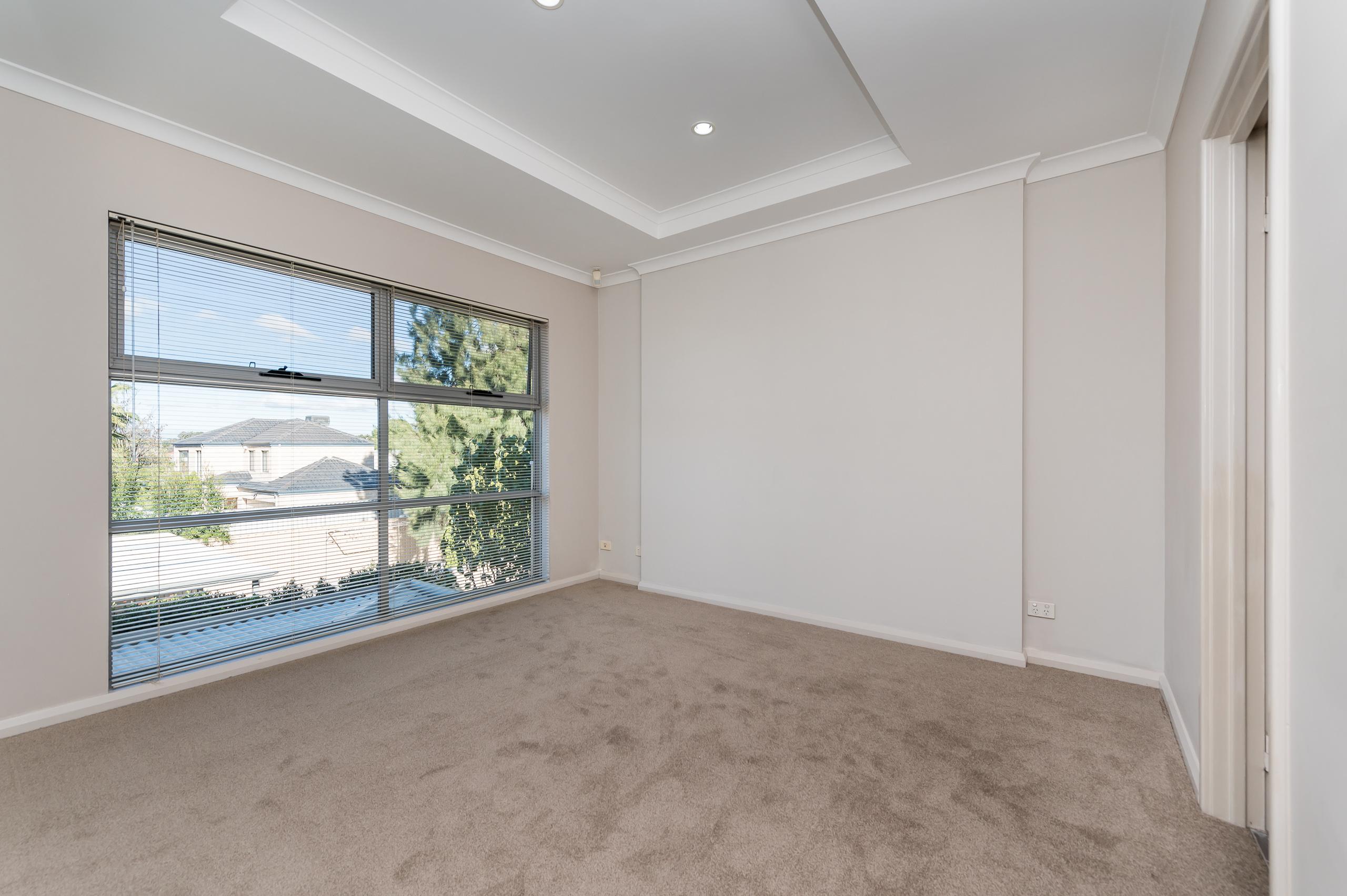 https://propertyphotos.vaultre.com.au/835/32633869__1623980023-28936-144BSurreyRdRivervale-9.jpg