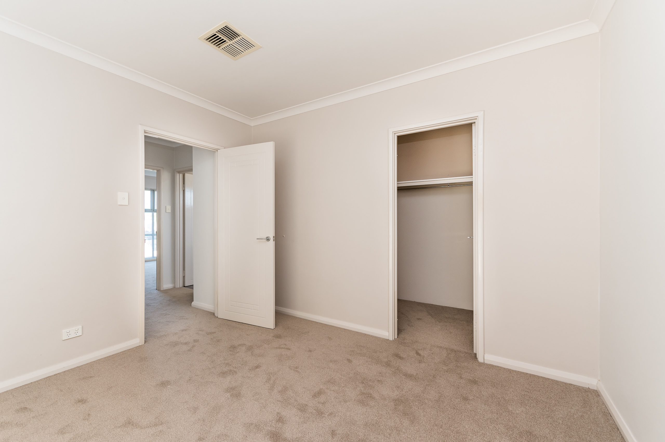 https://propertyphotos.vaultre.com.au/835/32633886__1623980050-28957-144BSurreyRdRivervale-12.jpg