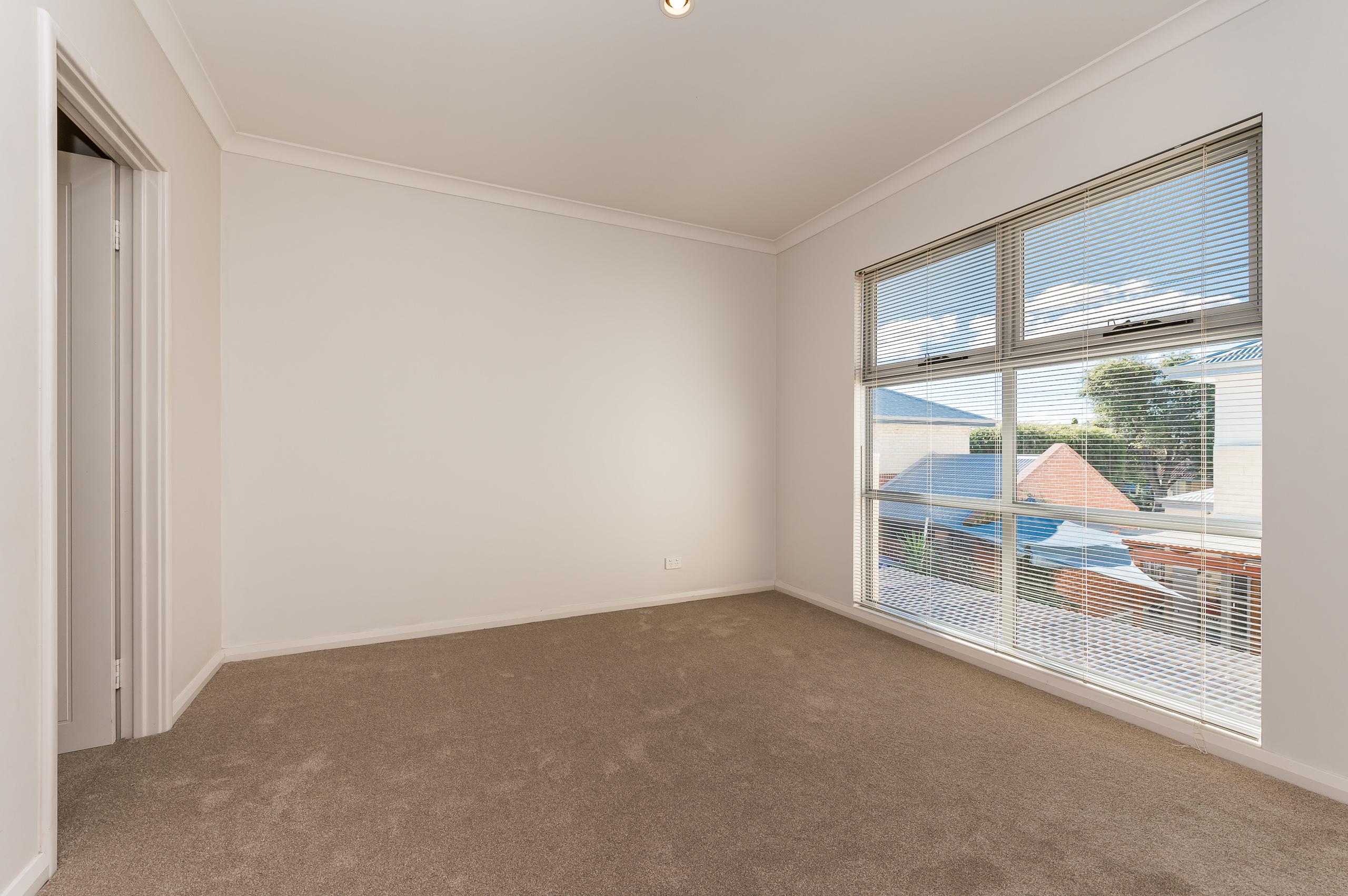https://propertyphotos.vaultre.com.au/835/32633896__1623980068-28962-144BSurreyRdRivervale-13.jpg