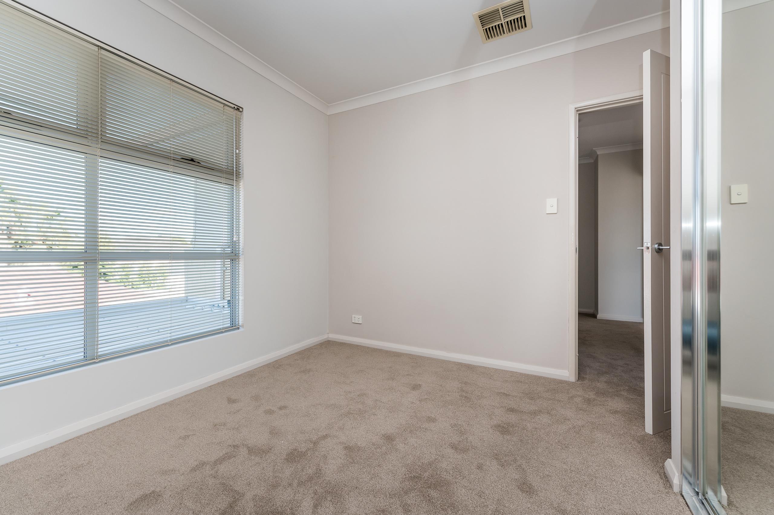 https://propertyphotos.vaultre.com.au/835/32633902__1623980085-28973-144BSurreyRdRivervale-14.jpg