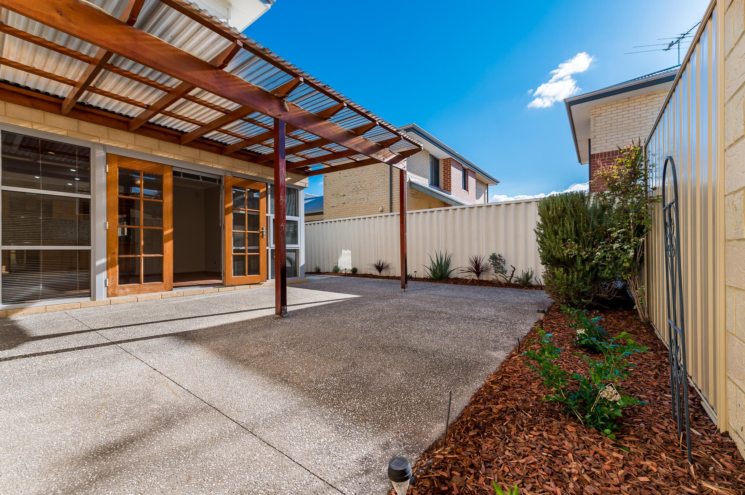 https://propertyphotos.vaultre.com.au/835/32633936__1623980190-29054-144BSurreyRdRivervale-19.jpg