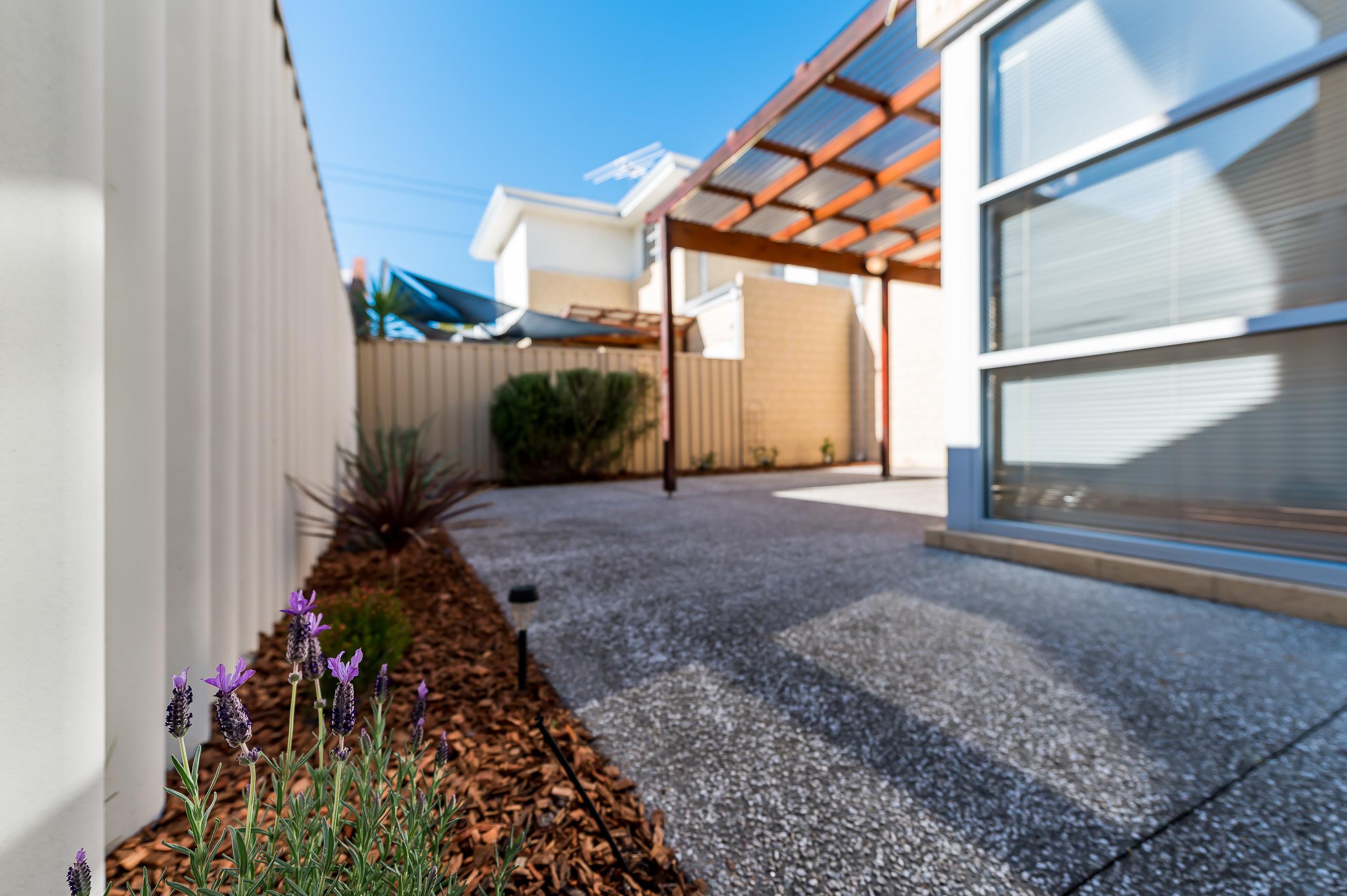 https://propertyphotos.vaultre.com.au/835/32633981__1623980262-29087-144BSurreyRdRivervale-22.jpg