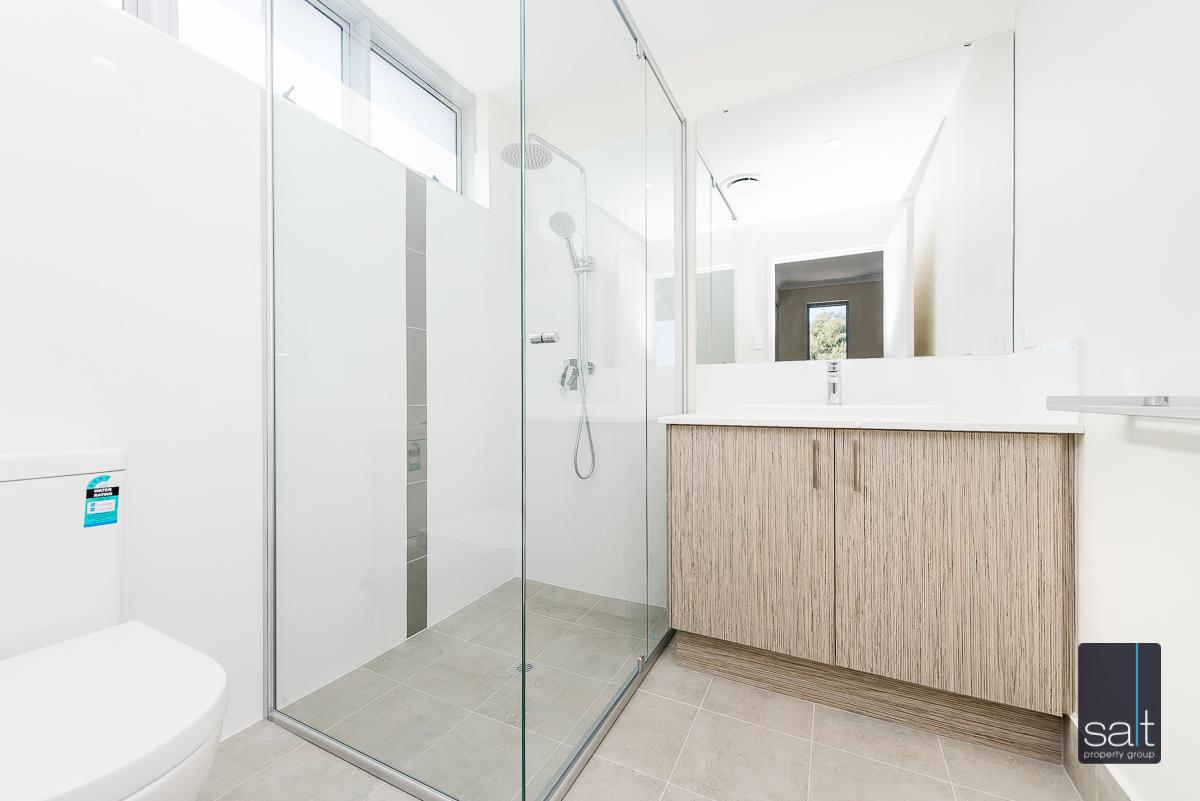 https://propertyphotos.vaultre.com.au/835/33961461__1625096673-18231-9164RiseleyStreetBooragoon-7.jpg