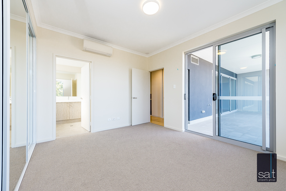 https://propertyphotos.vaultre.com.au/835/33961476__1625096686-18238-9164RiseleyStreetBooragoon-5.jpg