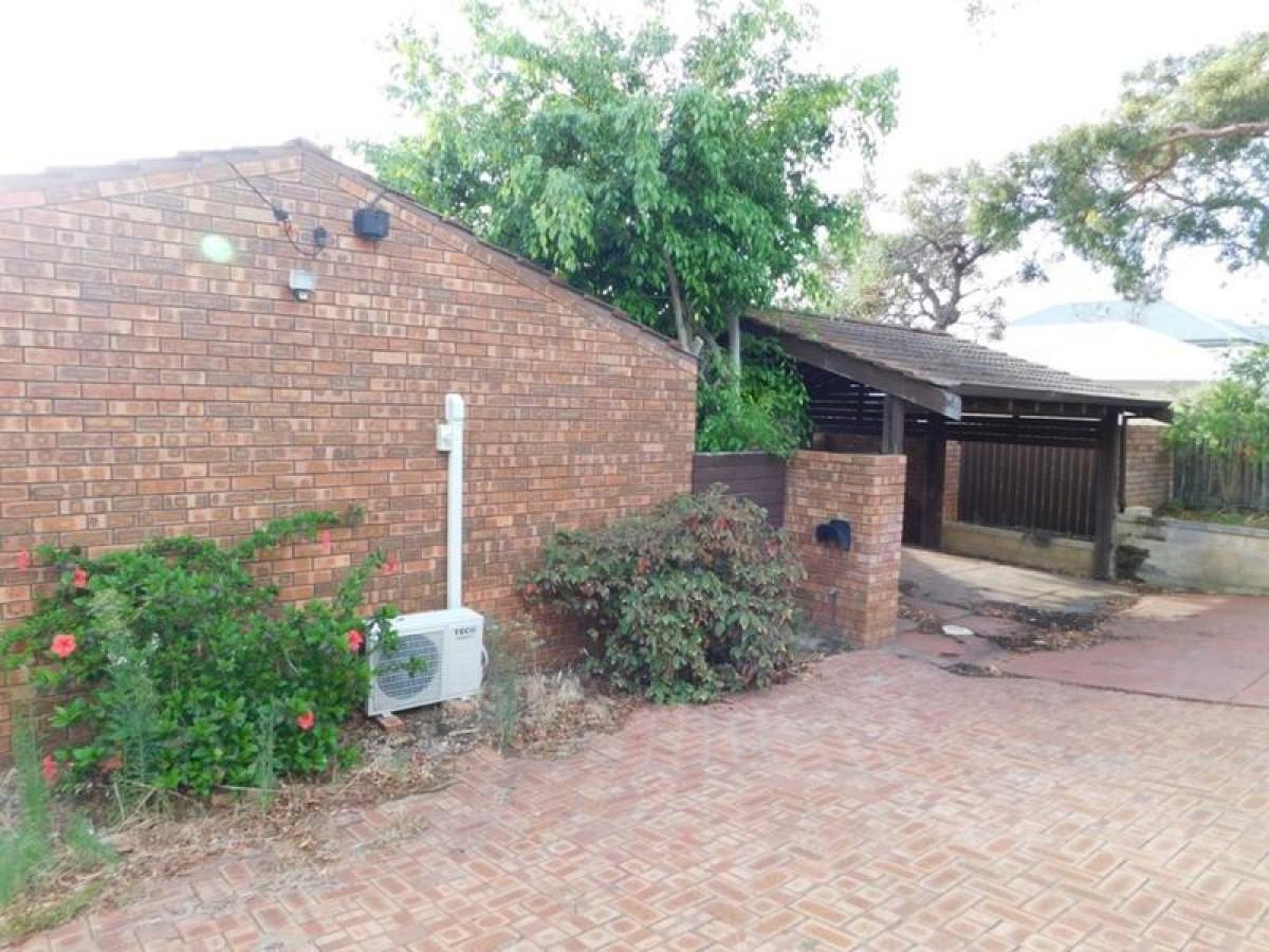 https://propertyphotos.vaultre.com.au/835/34045666__1625462434-31483-13.jpg