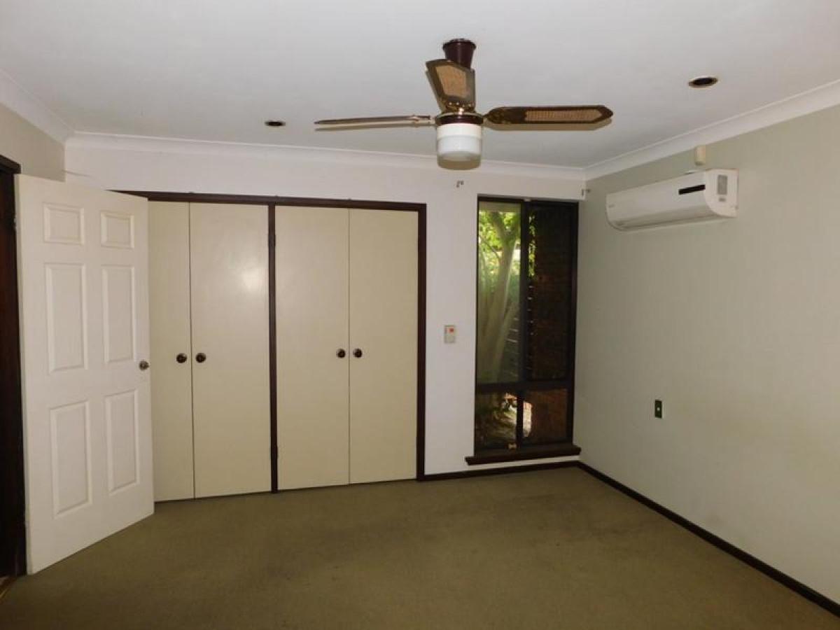 https://propertyphotos.vaultre.com.au/835/34045671__1625462440-13213-16.jpg