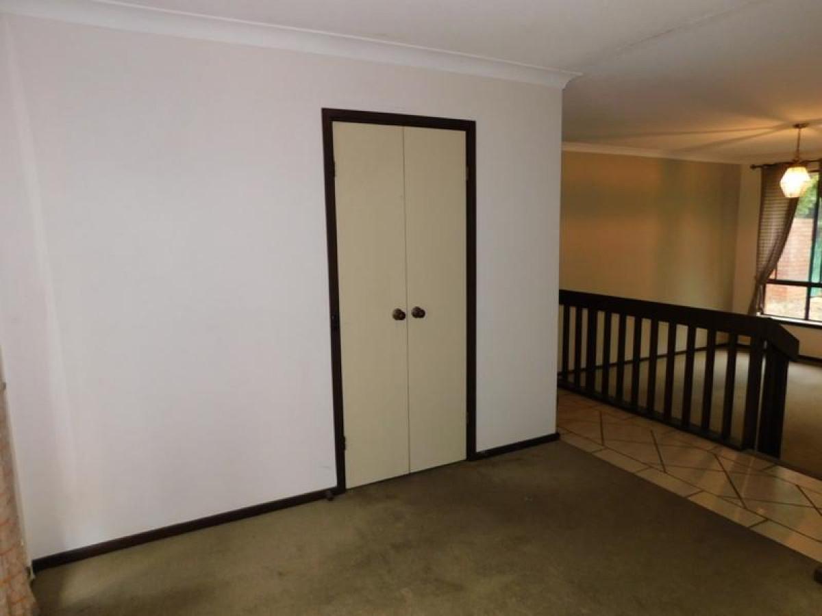 https://propertyphotos.vaultre.com.au/835/34045675__1625462442-24915-18.jpg