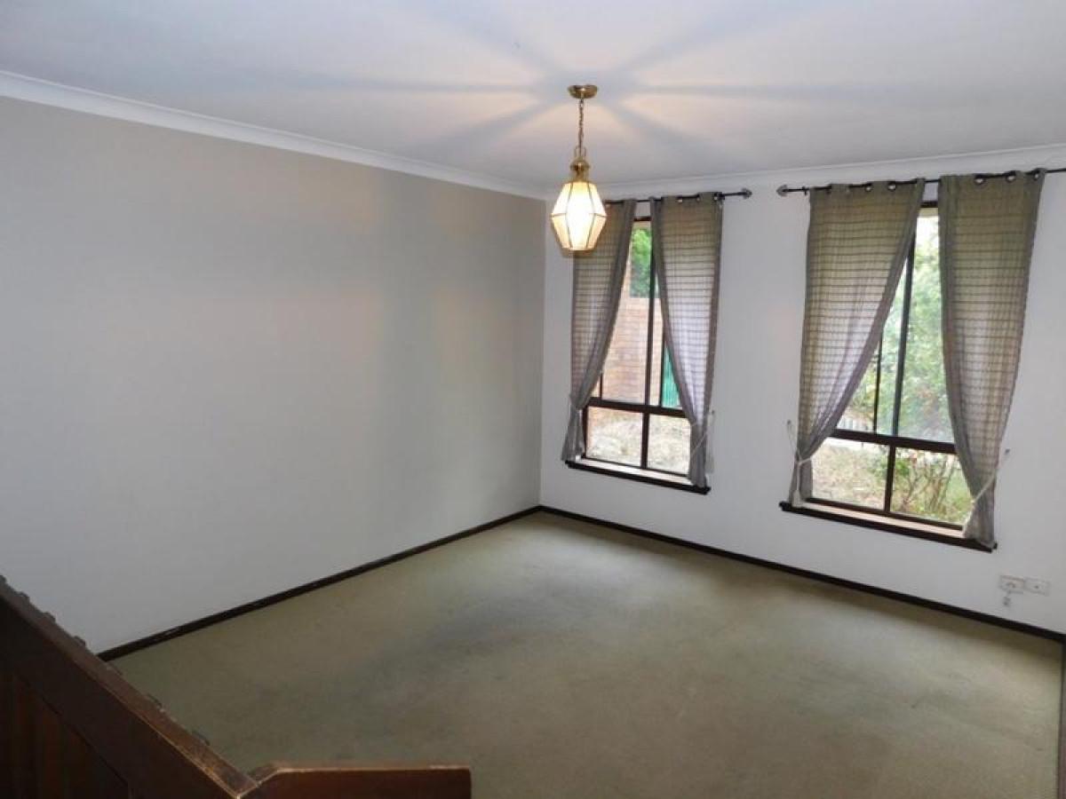 https://propertyphotos.vaultre.com.au/835/34045677__1625462443-24604-19.jpg
