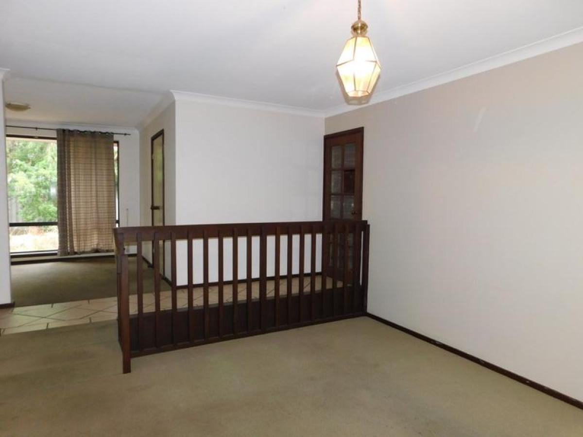 https://propertyphotos.vaultre.com.au/835/34045679__1625462445-22741-1.jpg