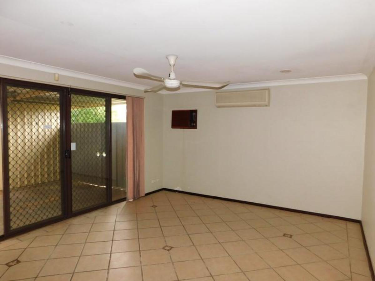 https://propertyphotos.vaultre.com.au/835/34045680__1625462446-5704-2.jpg