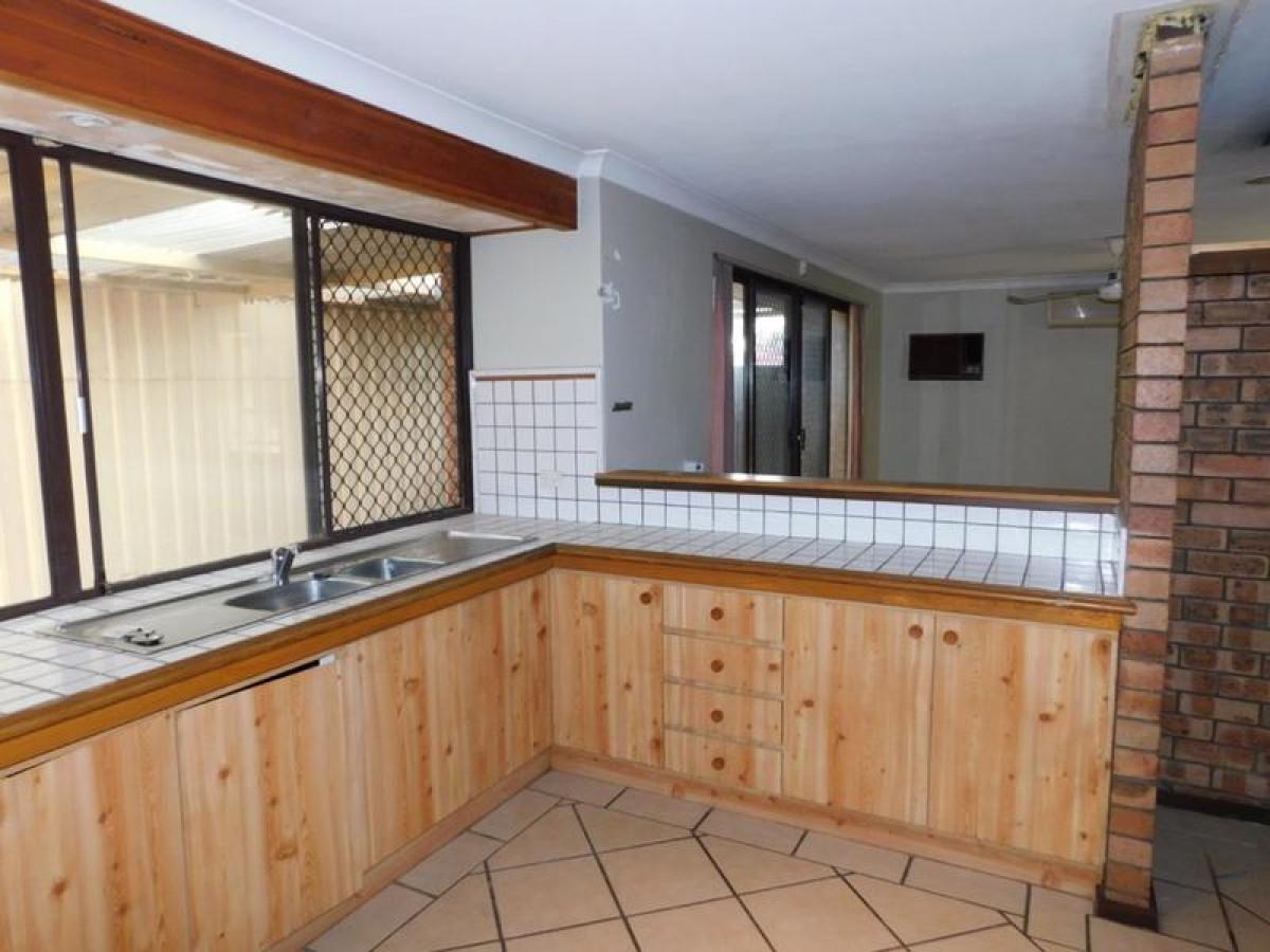 https://propertyphotos.vaultre.com.au/835/34045687__1625462450-886-6.jpg