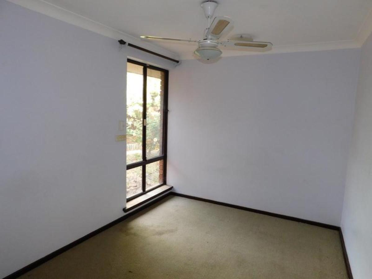 https://propertyphotos.vaultre.com.au/835/34045691__1625462453-24546-8.jpg