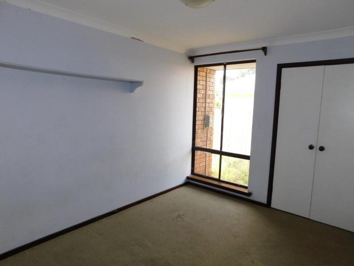 https://propertyphotos.vaultre.com.au/835/34045692__1625462454-1361-9.jpg