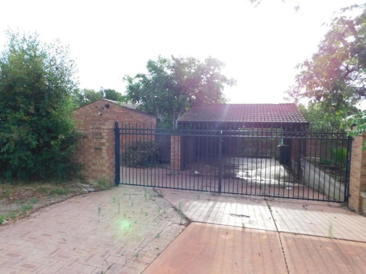 https://propertyphotos.vaultre.com.au/835/34045695__1625462457-9375-11.jpg