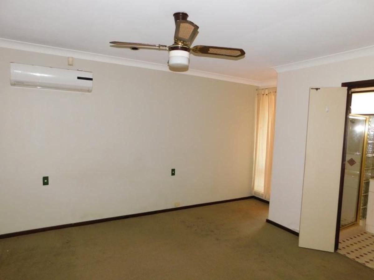 https://propertyphotos.vaultre.com.au/835/34045936__1625462980-13099-15.jpg