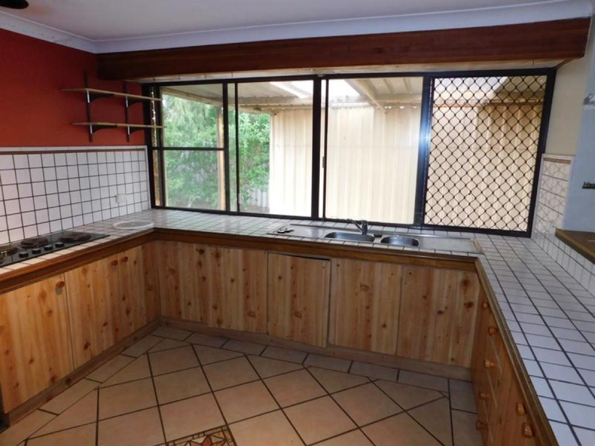 https://propertyphotos.vaultre.com.au/835/34045949__1625462990-26929-4.jpg