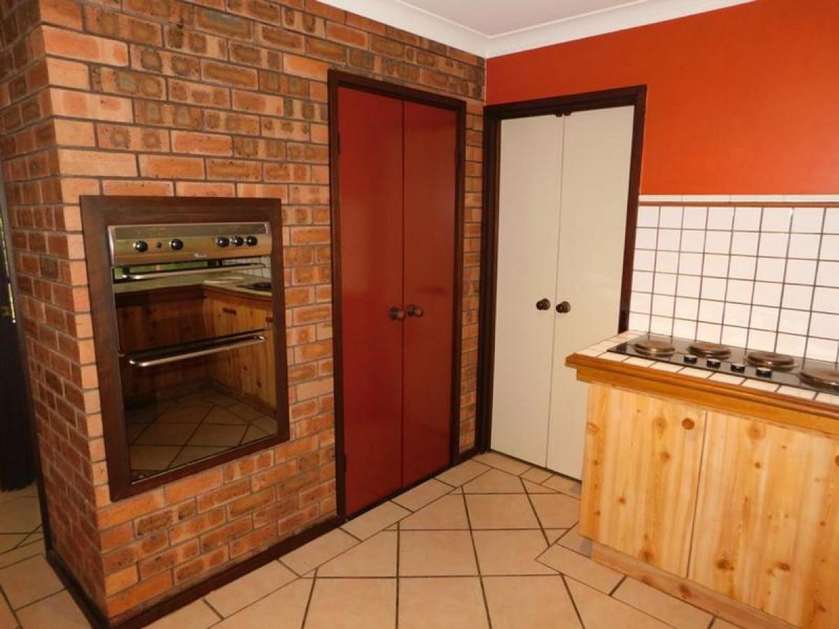 https://propertyphotos.vaultre.com.au/835/34045950__1625462991-26655-5.jpg