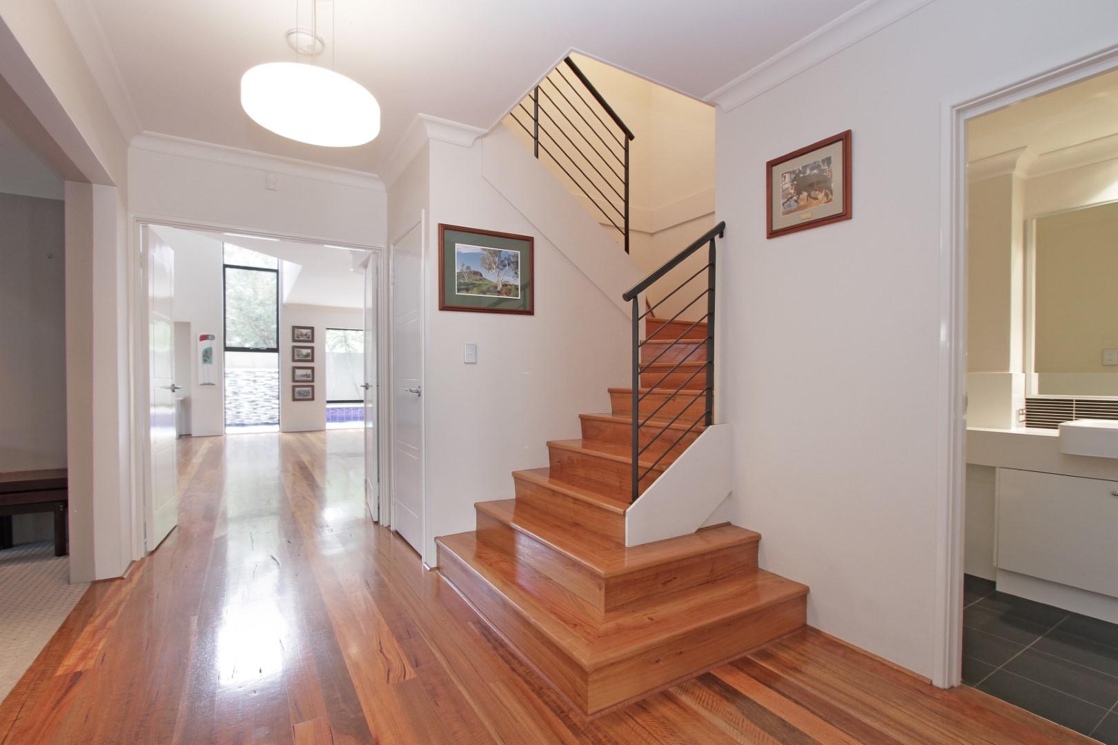 https://propertyphotos.vaultre.com.au/835/35133075__1626144485-7236-0007.JPG