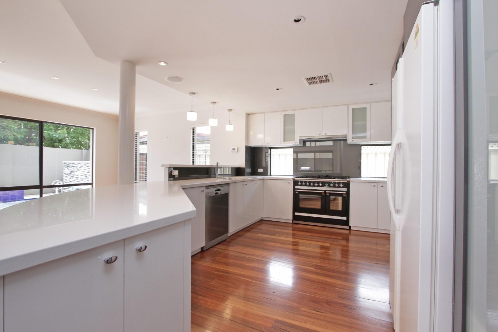 https://propertyphotos.vaultre.com.au/835/35133081__1626144491-7265-0022.JPG