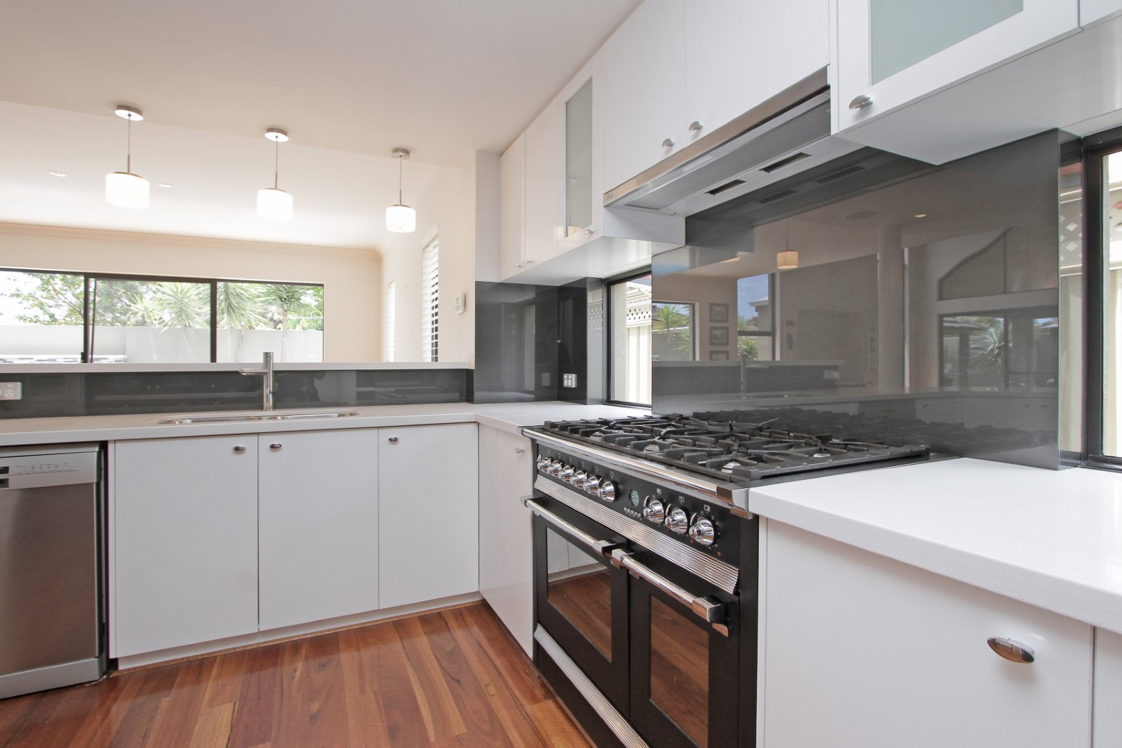 https://propertyphotos.vaultre.com.au/835/35133082__1626144493-9161-0024.JPG