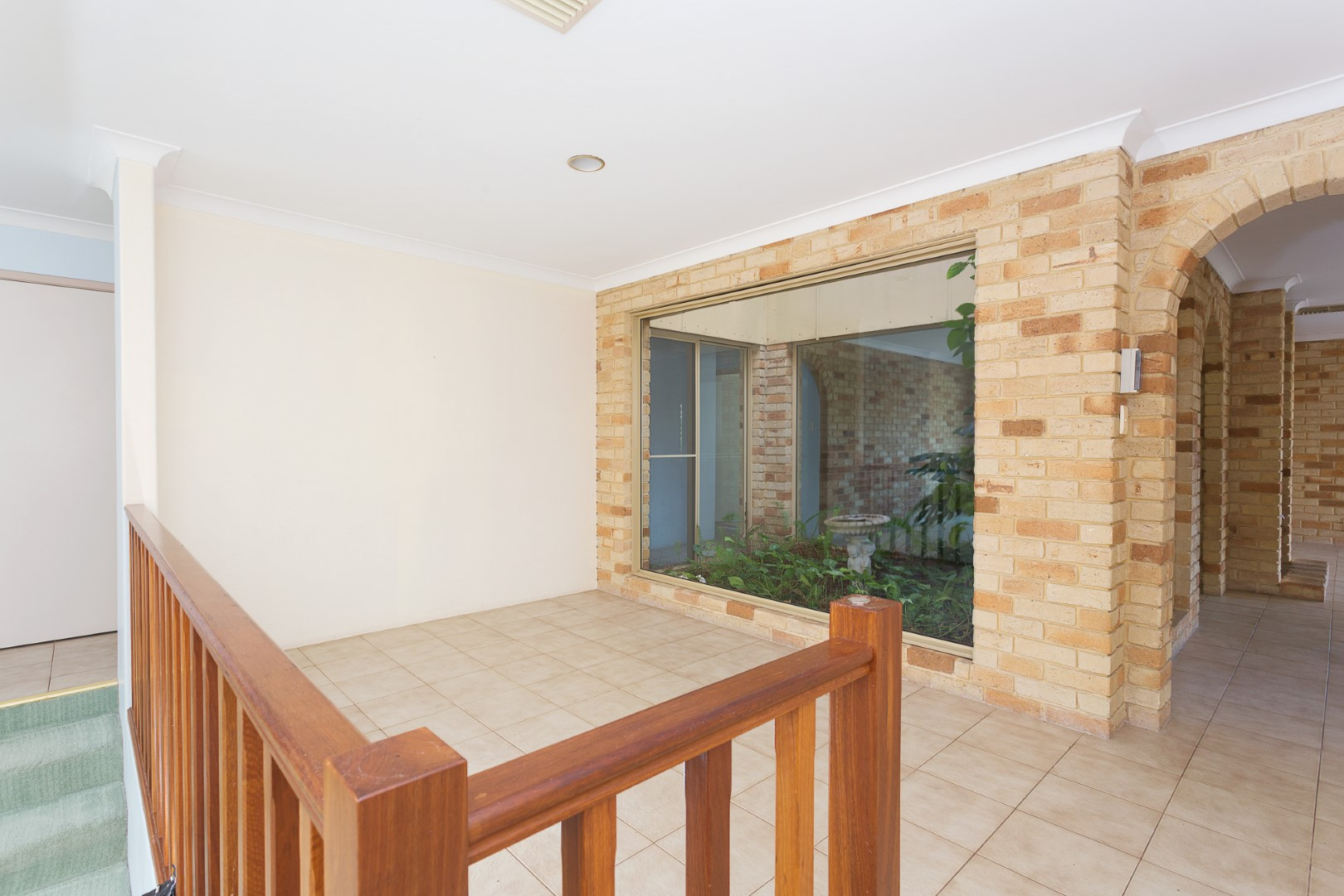 https://propertyphotos.vaultre.com.au/835/3535706__1574741839-17722-HIGH10MarRoadKardinya4of17.jpg