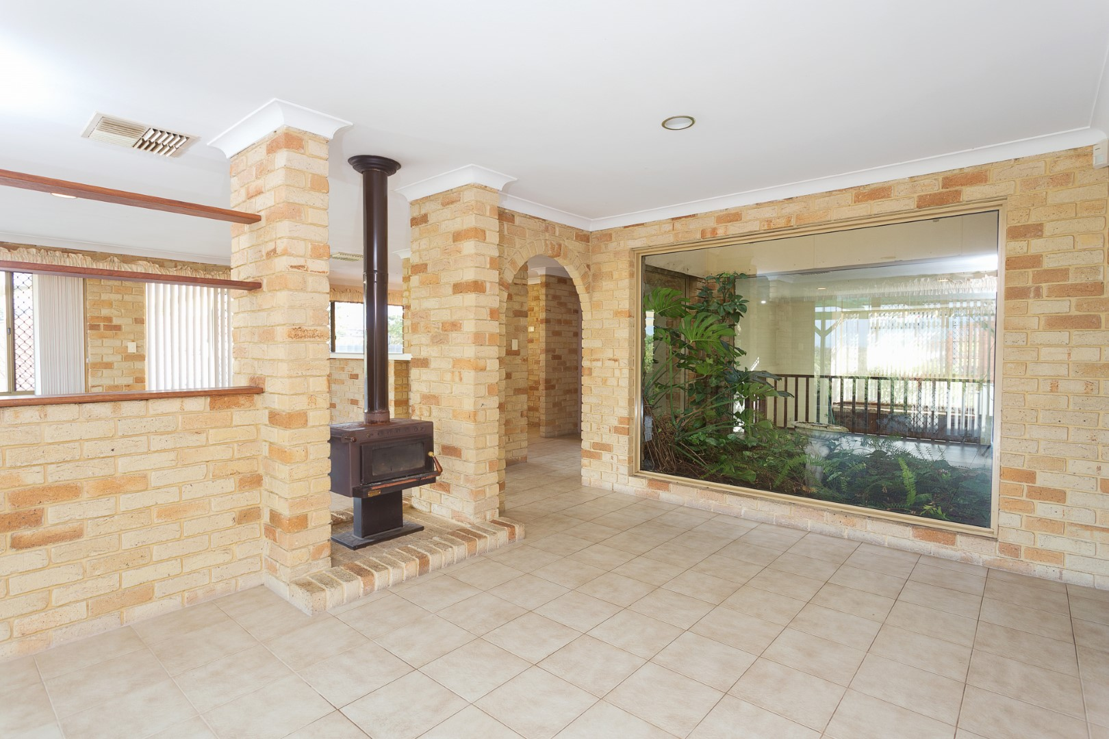 https://propertyphotos.vaultre.com.au/835/3535709__1574741842-30859-HIGH10MarRoadKardinya8of17.jpg