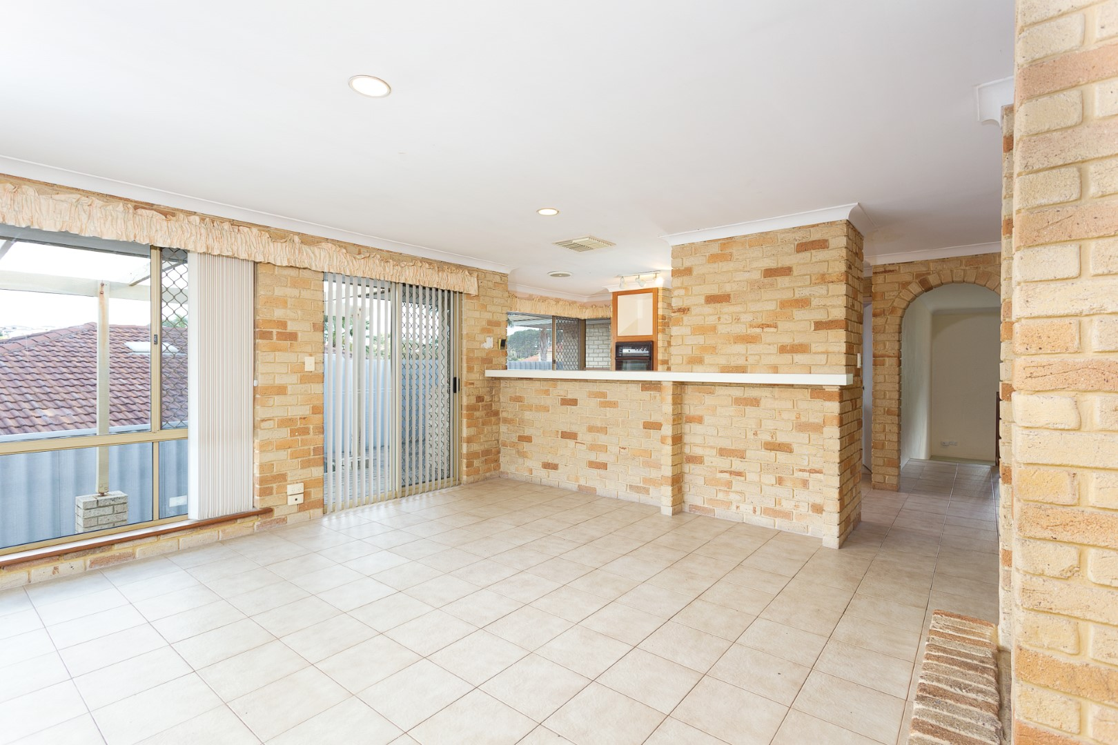 https://propertyphotos.vaultre.com.au/835/3535710__1574741844-14248-HIGH10MarRoadKardinya9of17.jpg