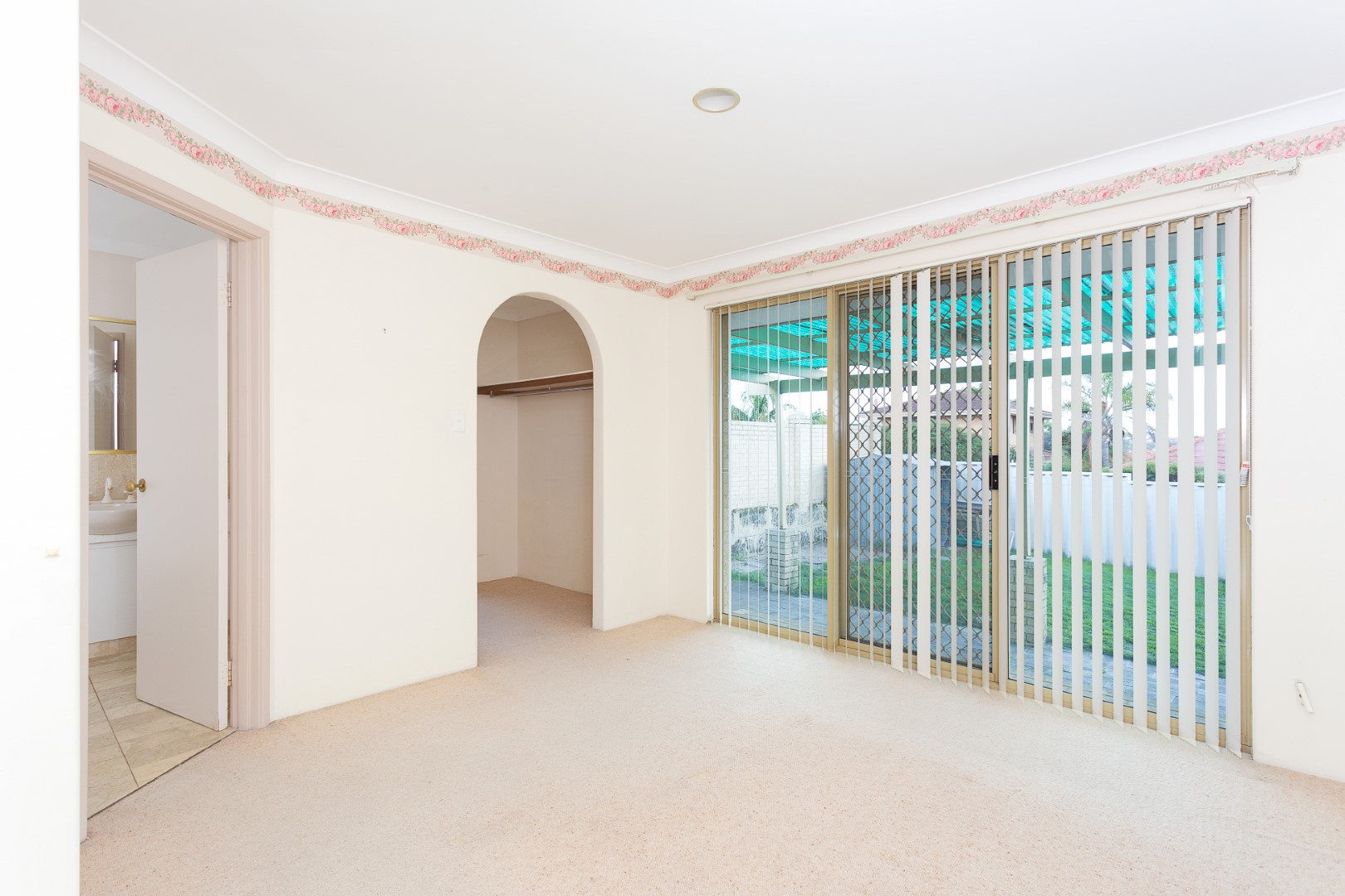 https://propertyphotos.vaultre.com.au/835/3535711__1574741845-20400-HIGH10MarRoadKardinya11of17.jpg