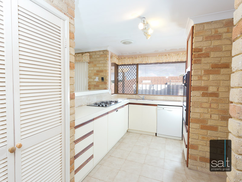 https://propertyphotos.vaultre.com.au/835/3535715__1574741849-30891-WEB10MarRoadKardinya6of17.jpg