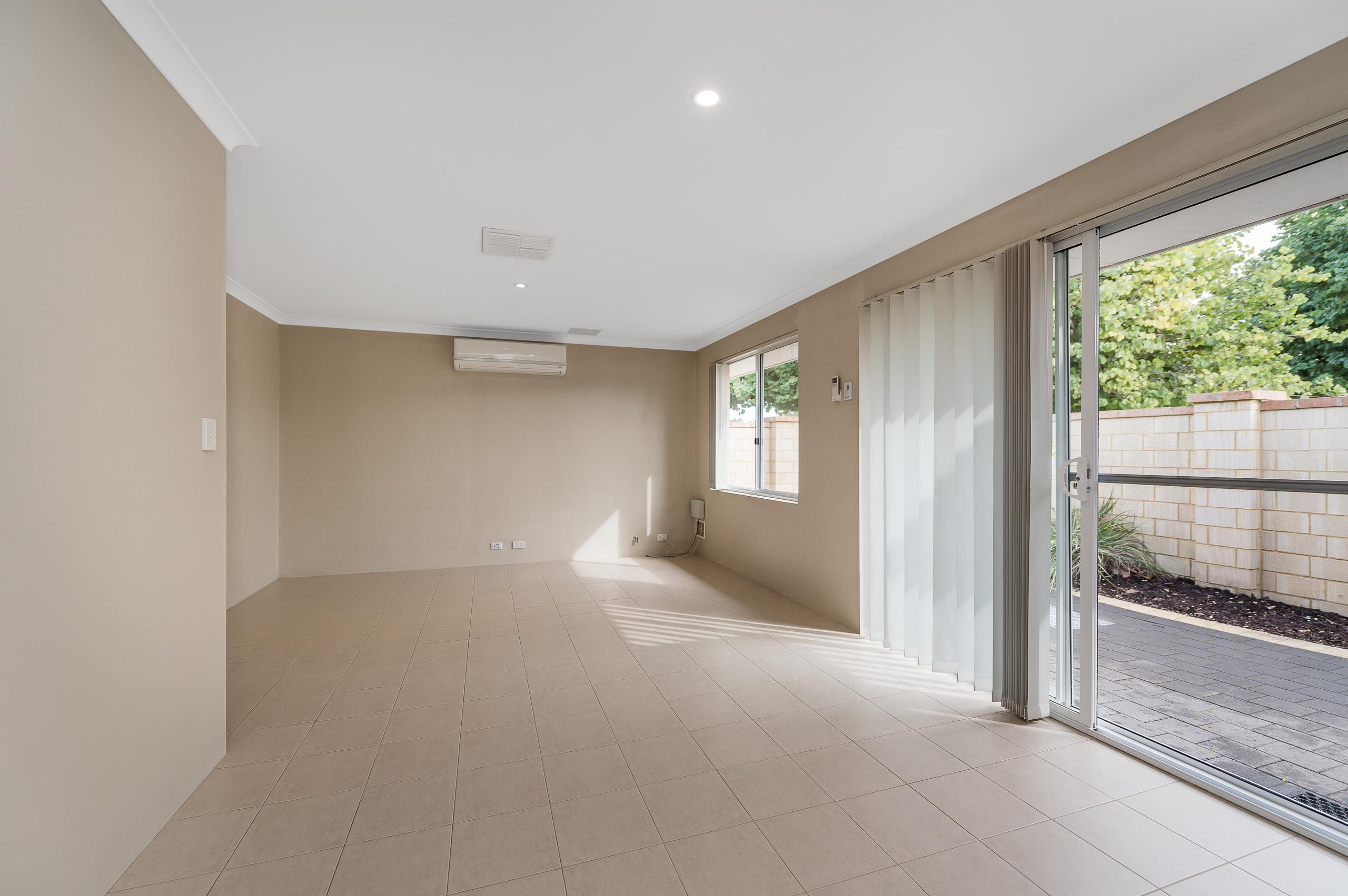https://propertyphotos.vaultre.com.au/835/35399256__1626232710-12893-57BGalaxyWayCarlisle-4.jpg