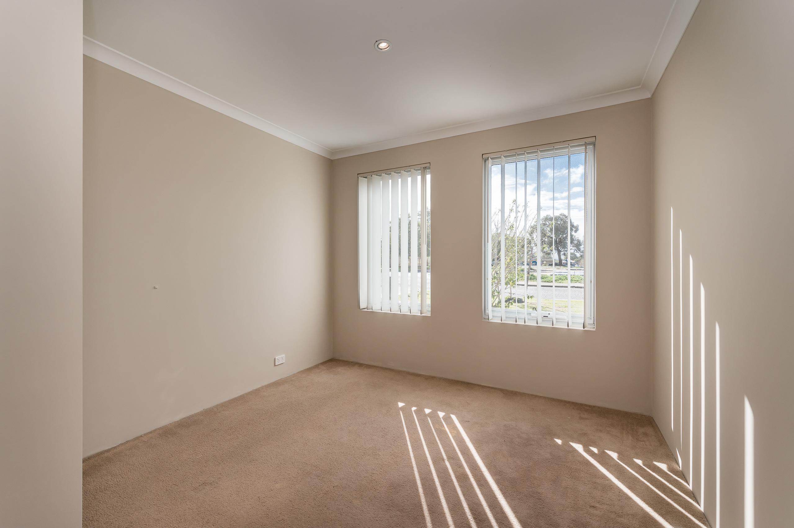 https://propertyphotos.vaultre.com.au/835/35399263__1626232745-12918-57BGalaxyWayCarlisle-7.jpg