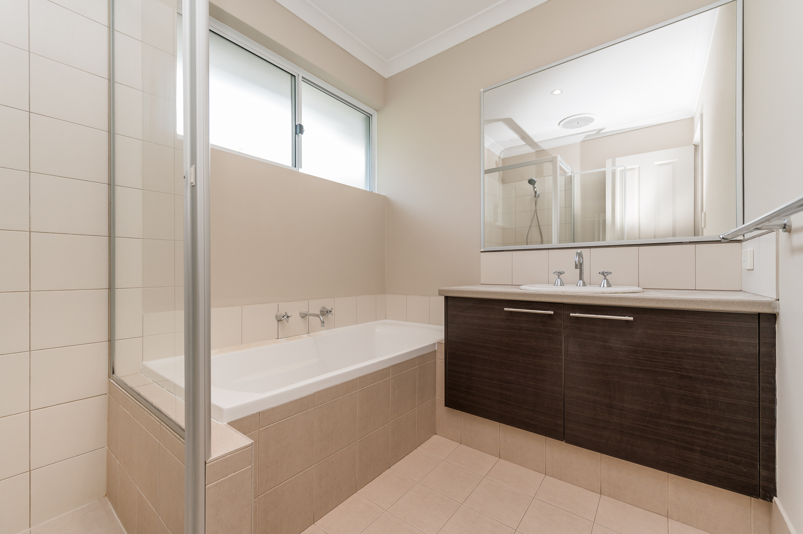 https://propertyphotos.vaultre.com.au/835/35399281__1626232792-12960-57BGalaxyWayCarlisle-11.jpg
