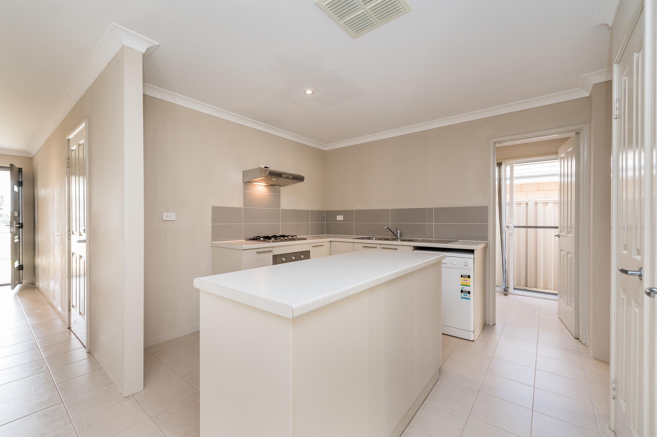 https://propertyphotos.vaultre.com.au/835/35399283__1626232802-12967-57BGalaxyWayCarlisle-12.jpg
