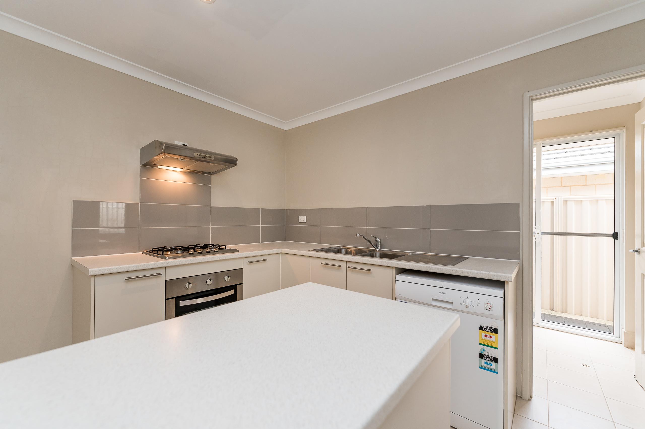 https://propertyphotos.vaultre.com.au/835/35399285__1626232813-13010-57BGalaxyWayCarlisle-13.jpg