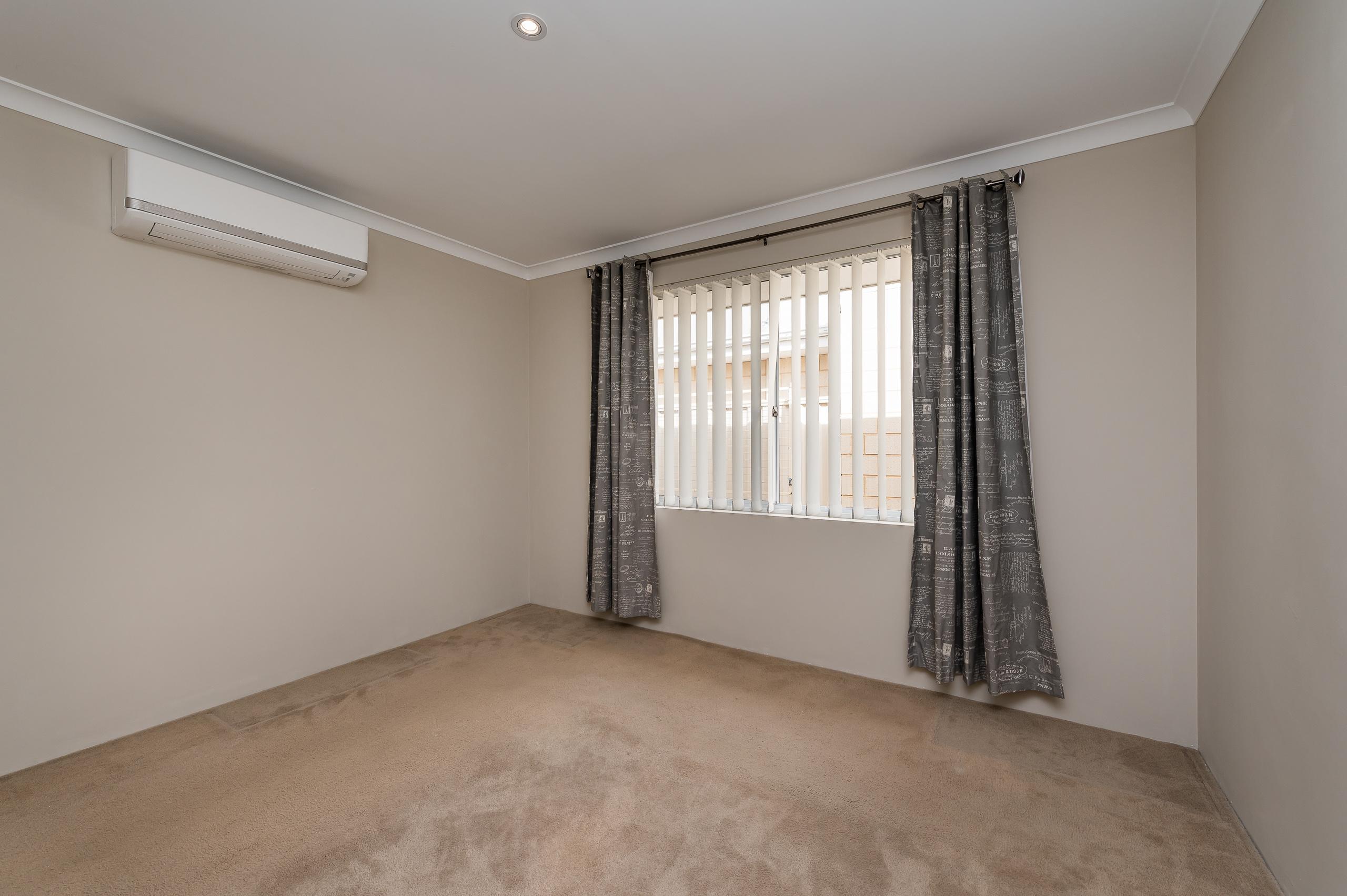 https://propertyphotos.vaultre.com.au/835/35399297__1626232825-13059-57BGalaxyWayCarlisle-14.jpg