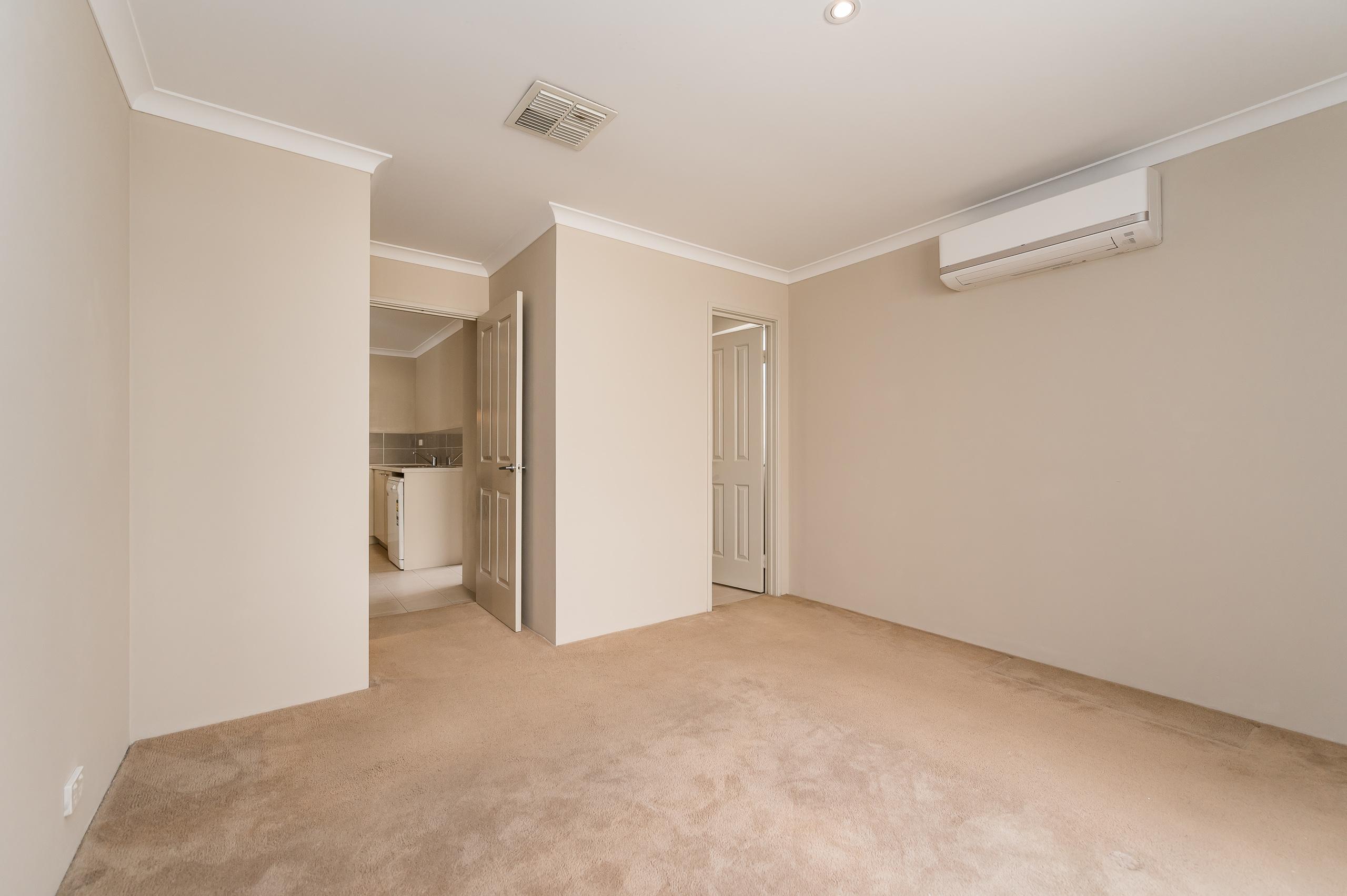 https://propertyphotos.vaultre.com.au/835/35399321__1626232846-13078-57BGalaxyWayCarlisle-16.jpg