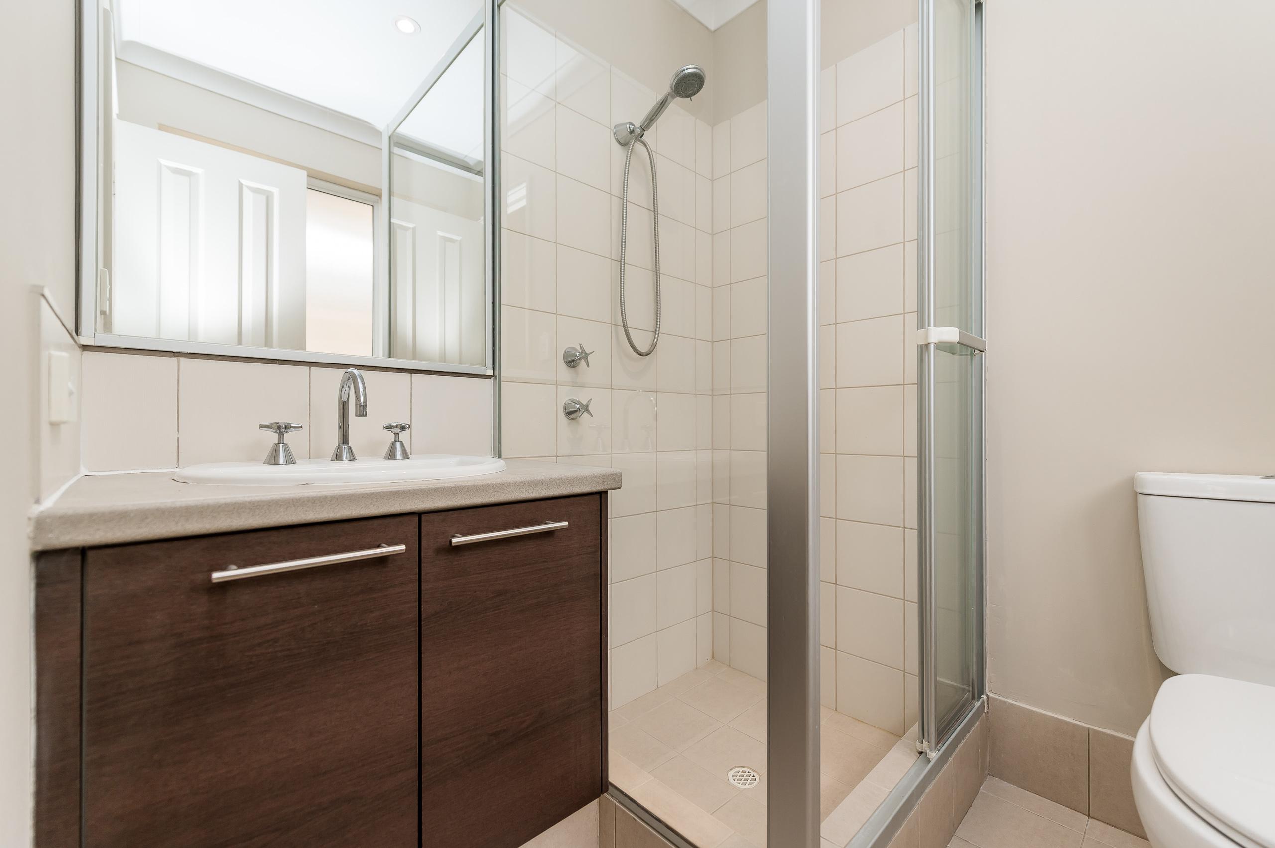 https://propertyphotos.vaultre.com.au/835/35399337__1626232855-13089-57BGalaxyWayCarlisle-17.jpg