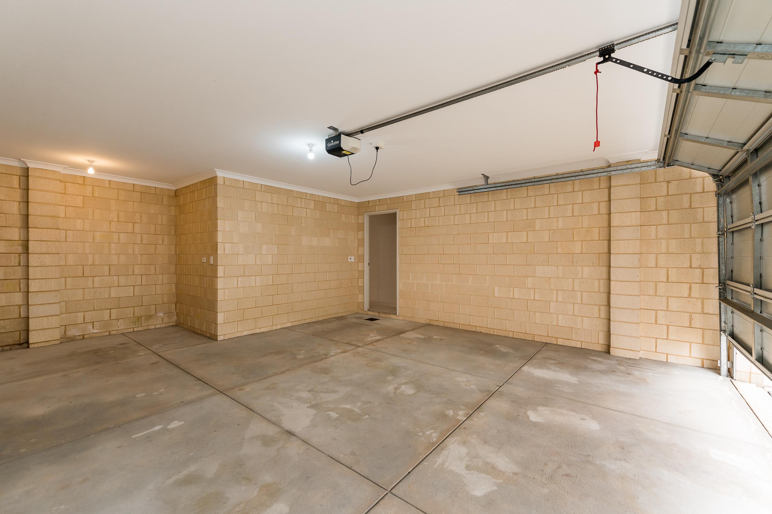 https://propertyphotos.vaultre.com.au/835/35399390__1626232932-13167-57BGalaxyWayCarlisle-21.jpg